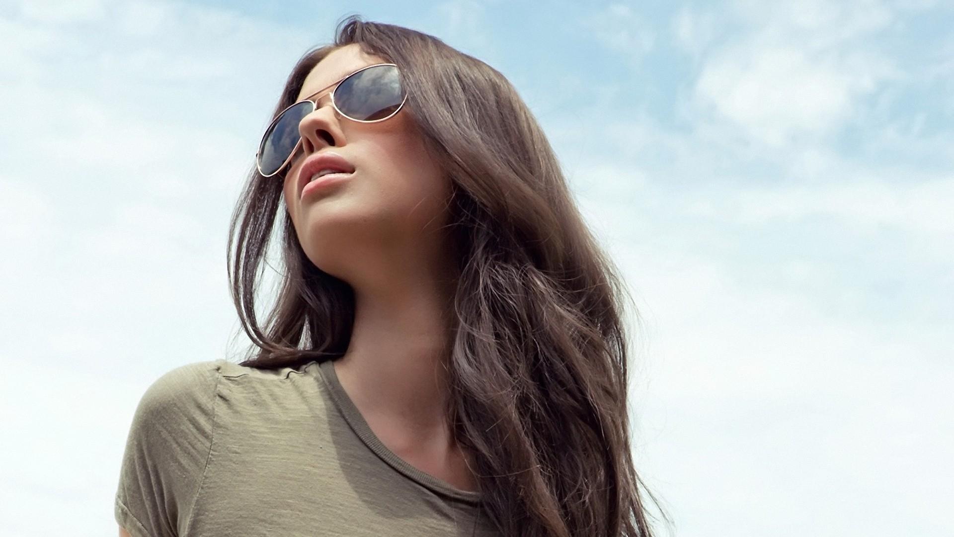 Картинки на аву девушек с очками