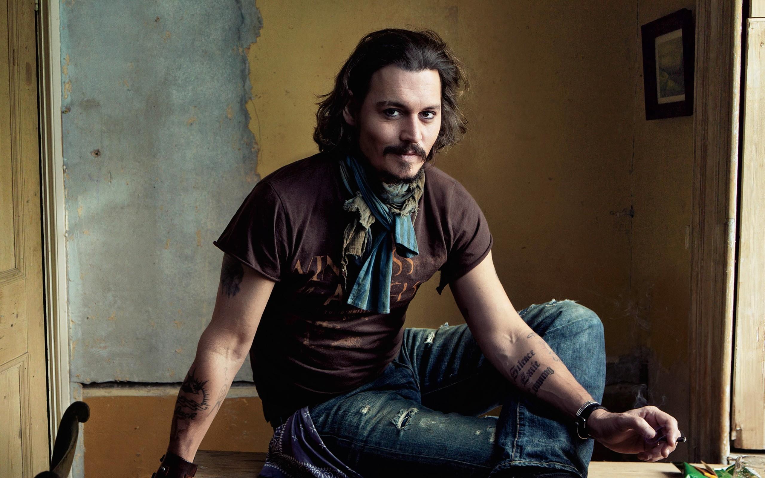 d353a58fa008 model portræt sidder fotografering skuespiller tatovering mode Person  Johnny Depp farve mand dame stilfuld humane positioner
