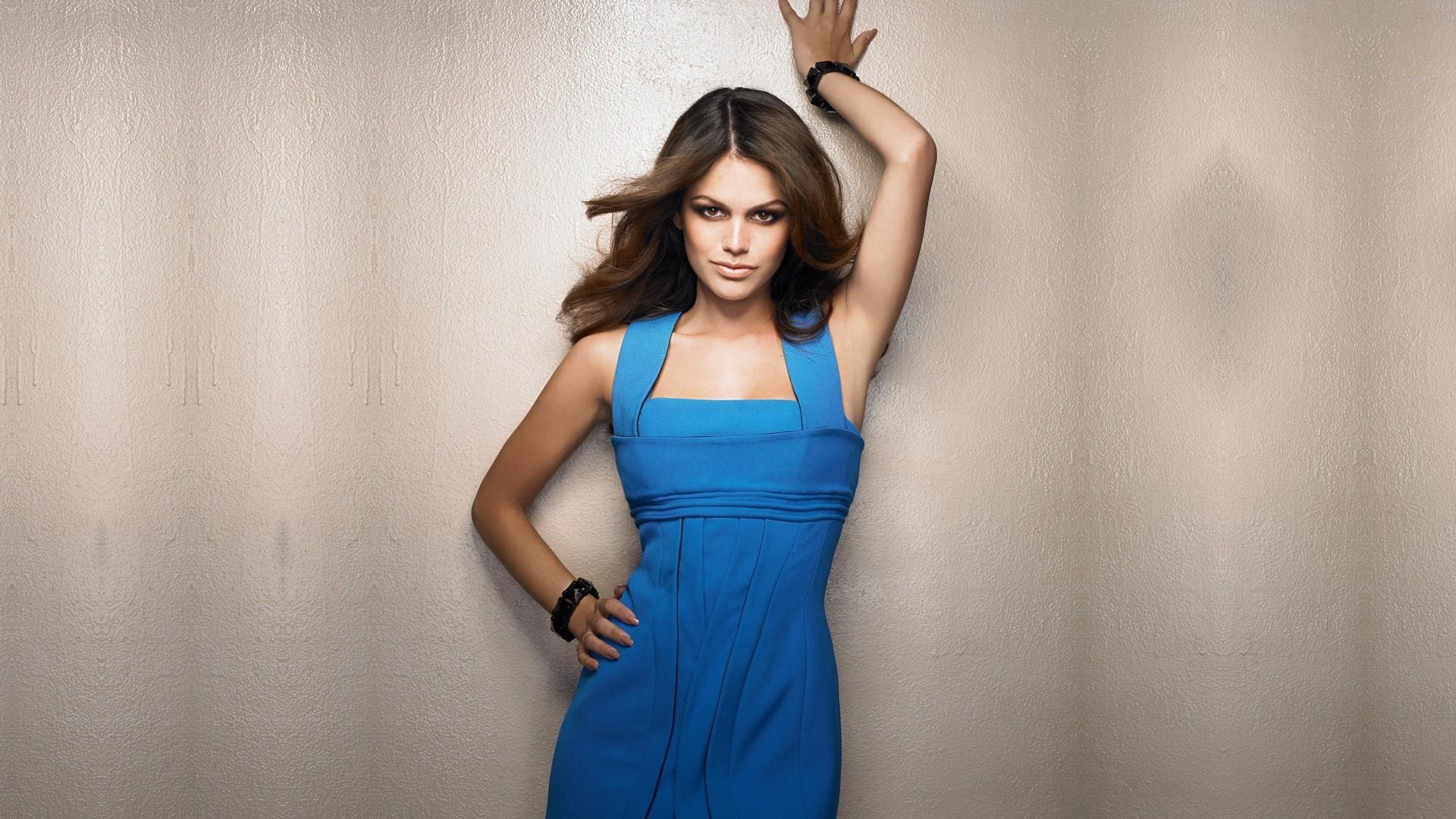 Hintergrundbilder : Modell-, Einfacher hintergrund, blaues Kleid ...