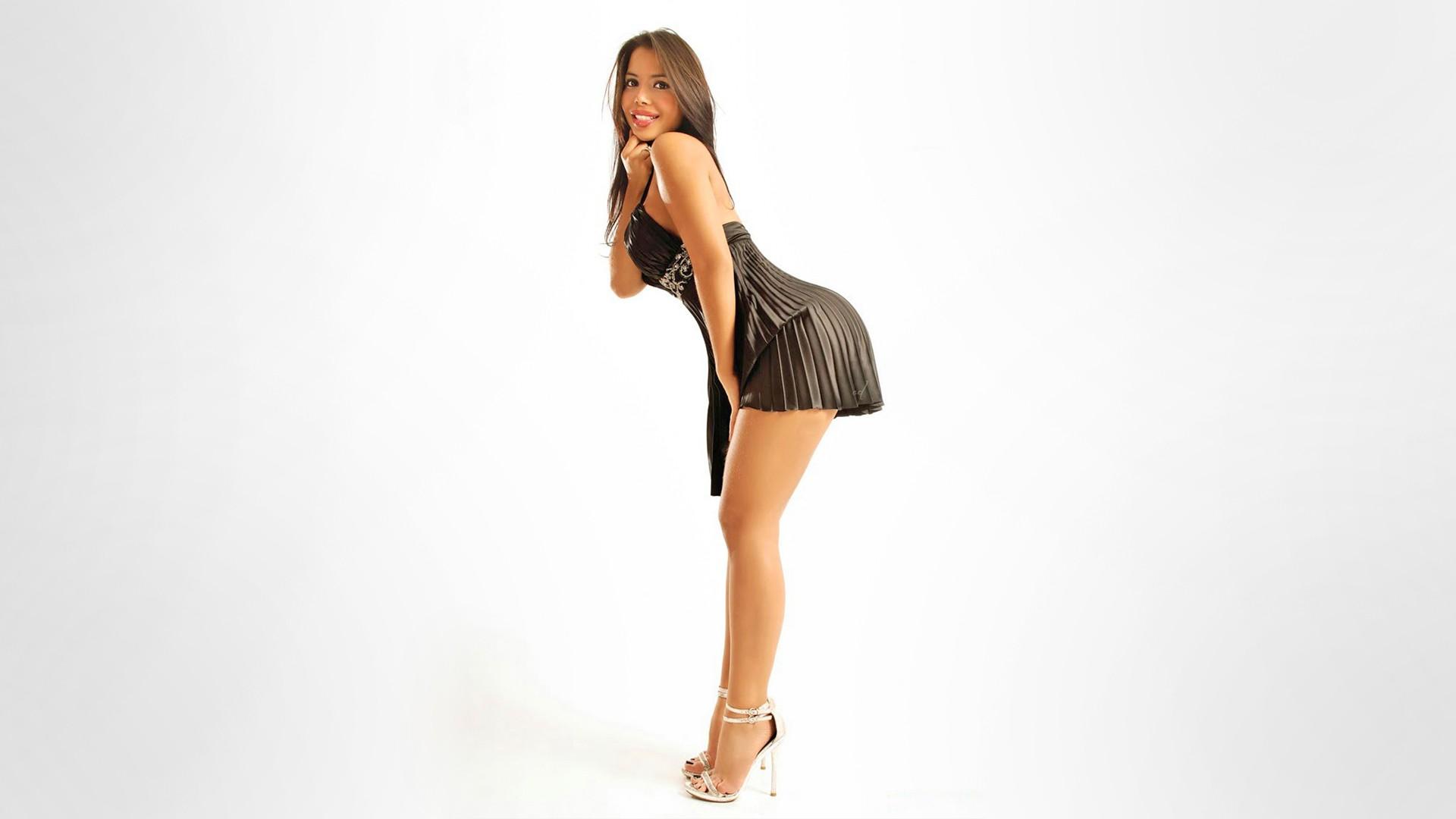 Девушки танцующие стриптиз в коротких юбках и коротких платьях онлайн, смотреть порно с шикарной и роскошной леди