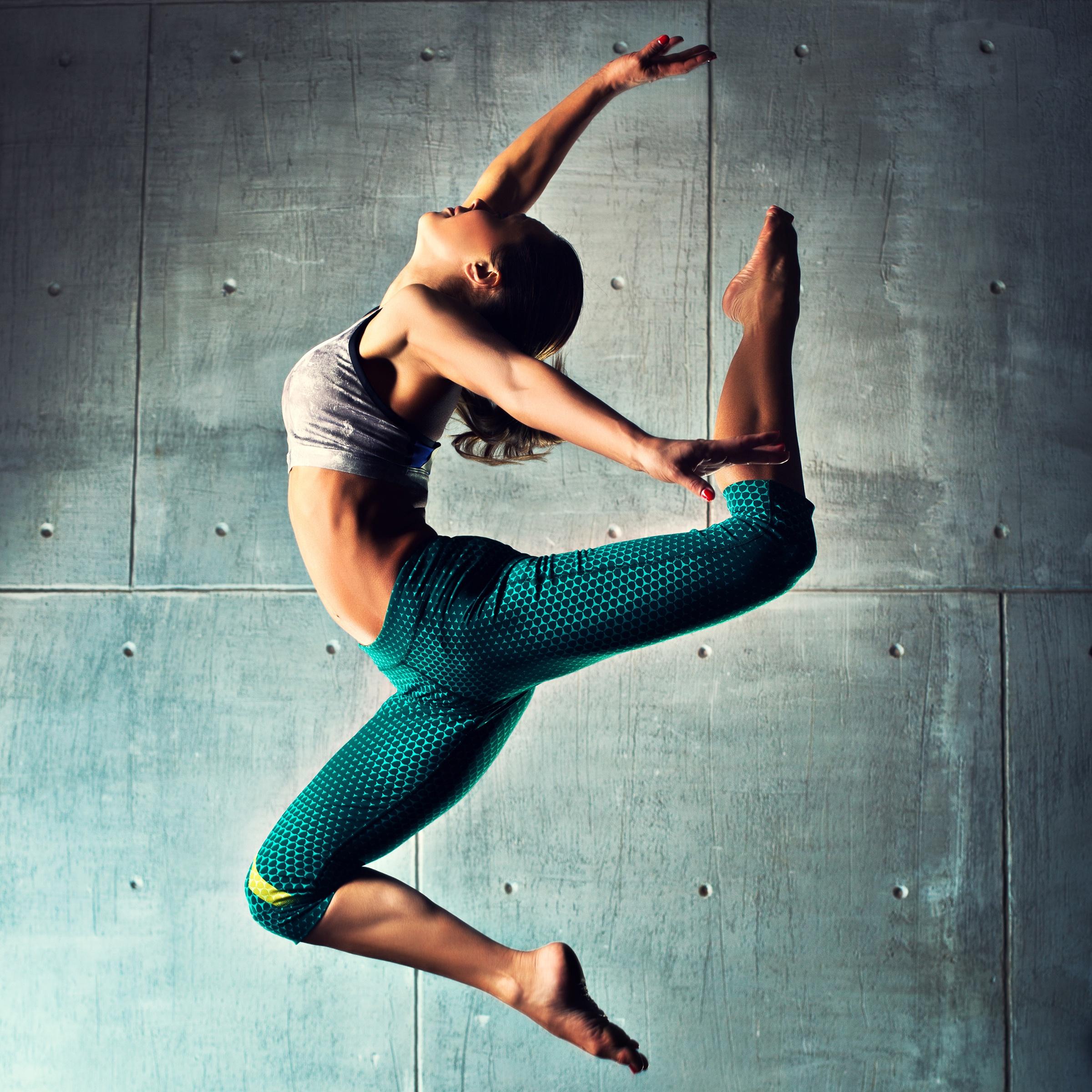 девушка тансовщится прыжок - 8