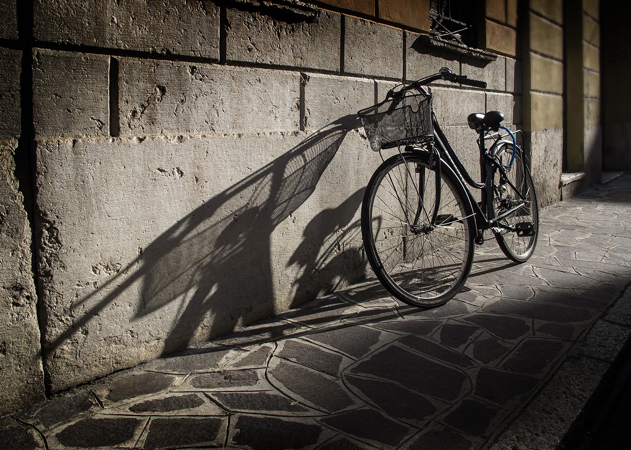 Hintergrundbilder : einfarbig, Fahrrad, Schatten, Fahrzeug, Mauer ...