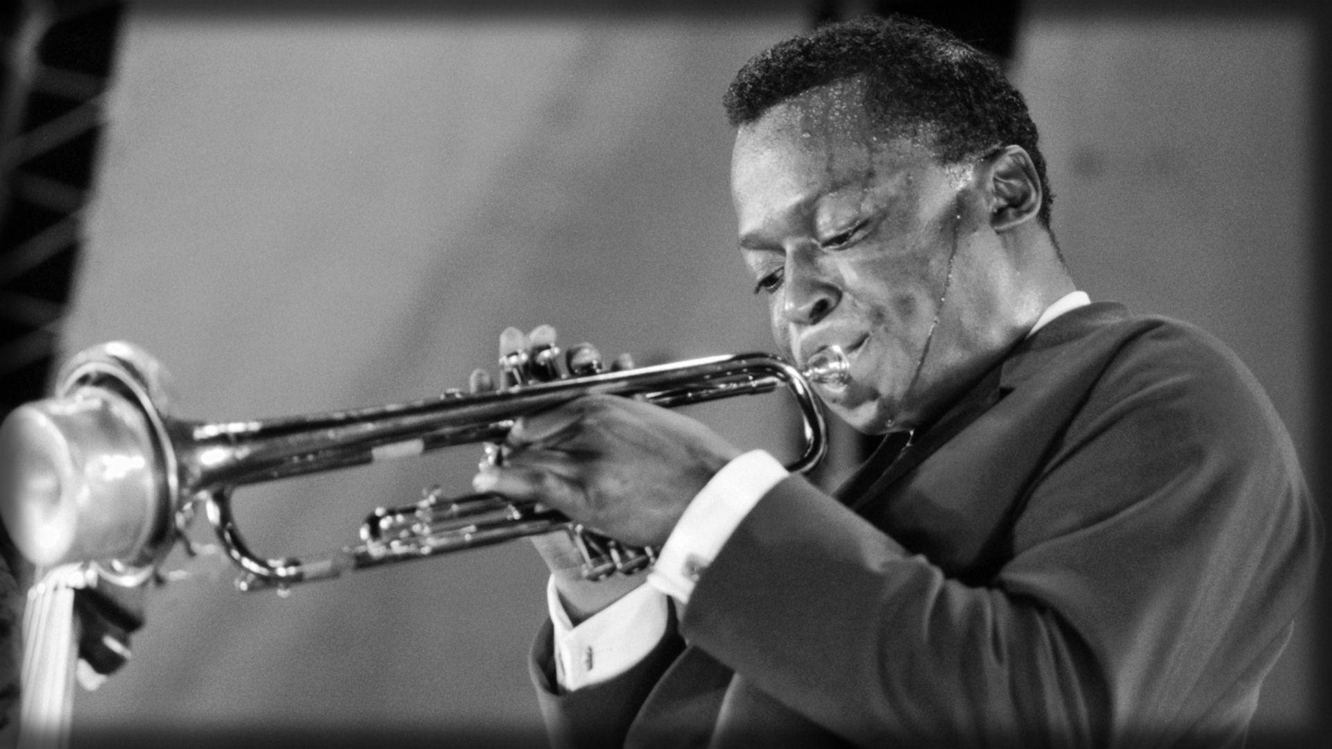 デスクトップ壁紙 音楽 ジャケット ミュージシャン ジャズ 汗 遊びます トランペット パイプ 黒と白 モノクロ写真 金管楽器 サックス奏者 トランペッター トロンボーン マイルダヴィス コルネット Session Musician Types Of Trombone Clarinet