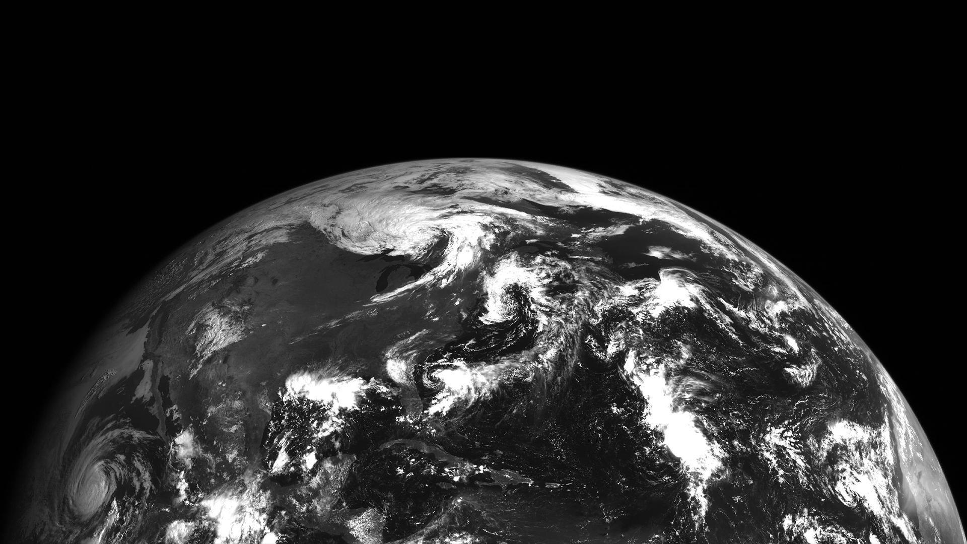 встречаются картинка земли черно-белое золотые времена массового