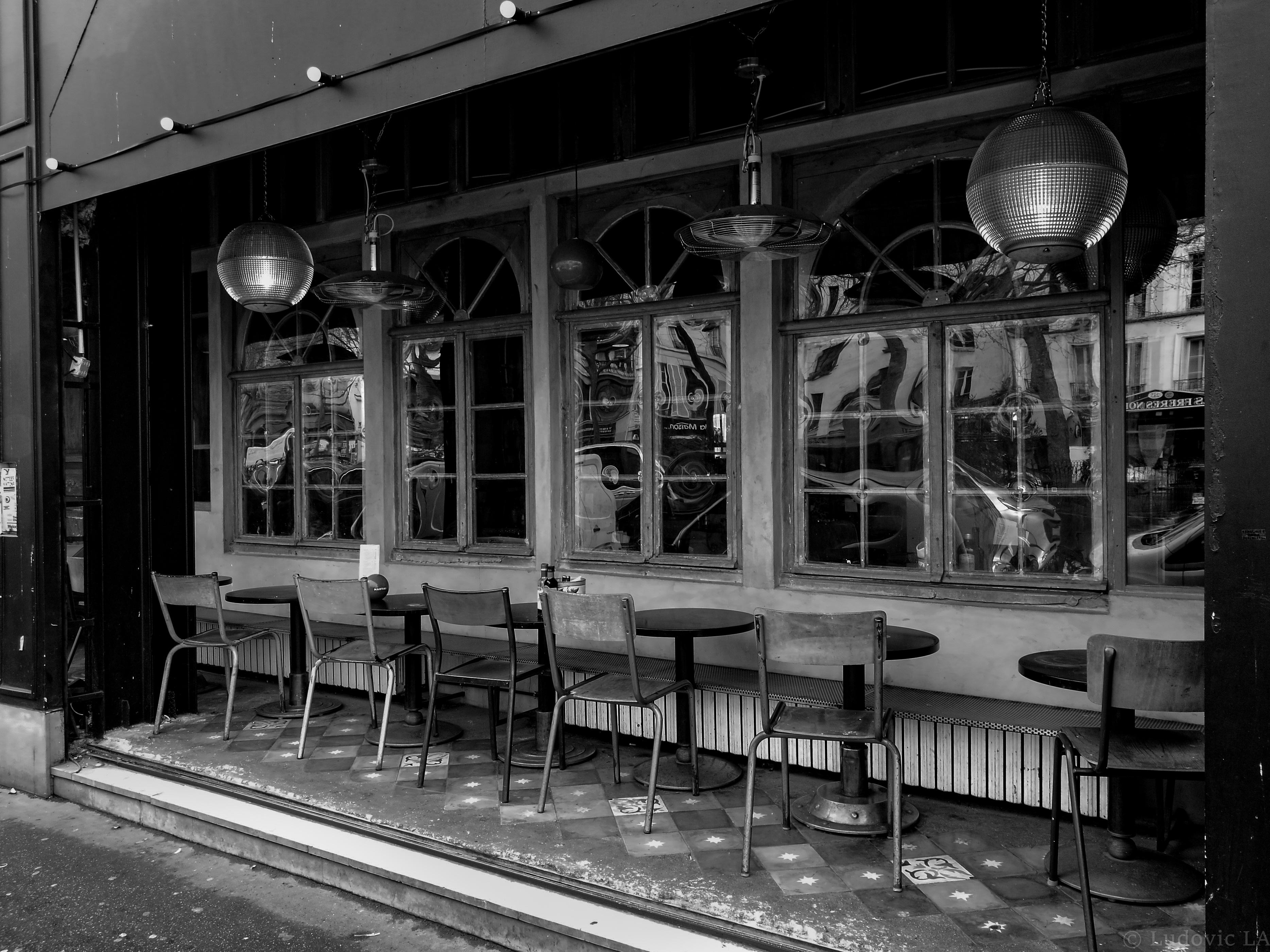 Wallpaper Window City Street Night Building Table Train Paris Metropolis Streetart Cafe Rue Noiretblanc Monochrom Facade Lumiere Exterieur Black And White Monochrome Photography Metropolitan Area Public Transport Chaise