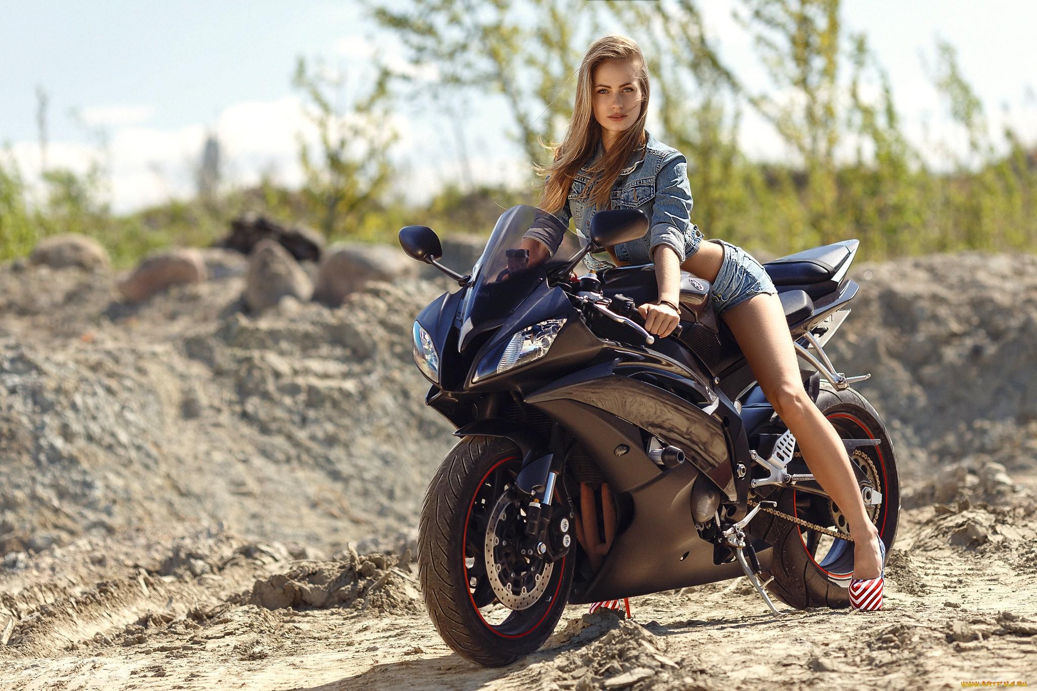 Hintergrundbilder : Motorrad, Frauen mit Fahrrädern