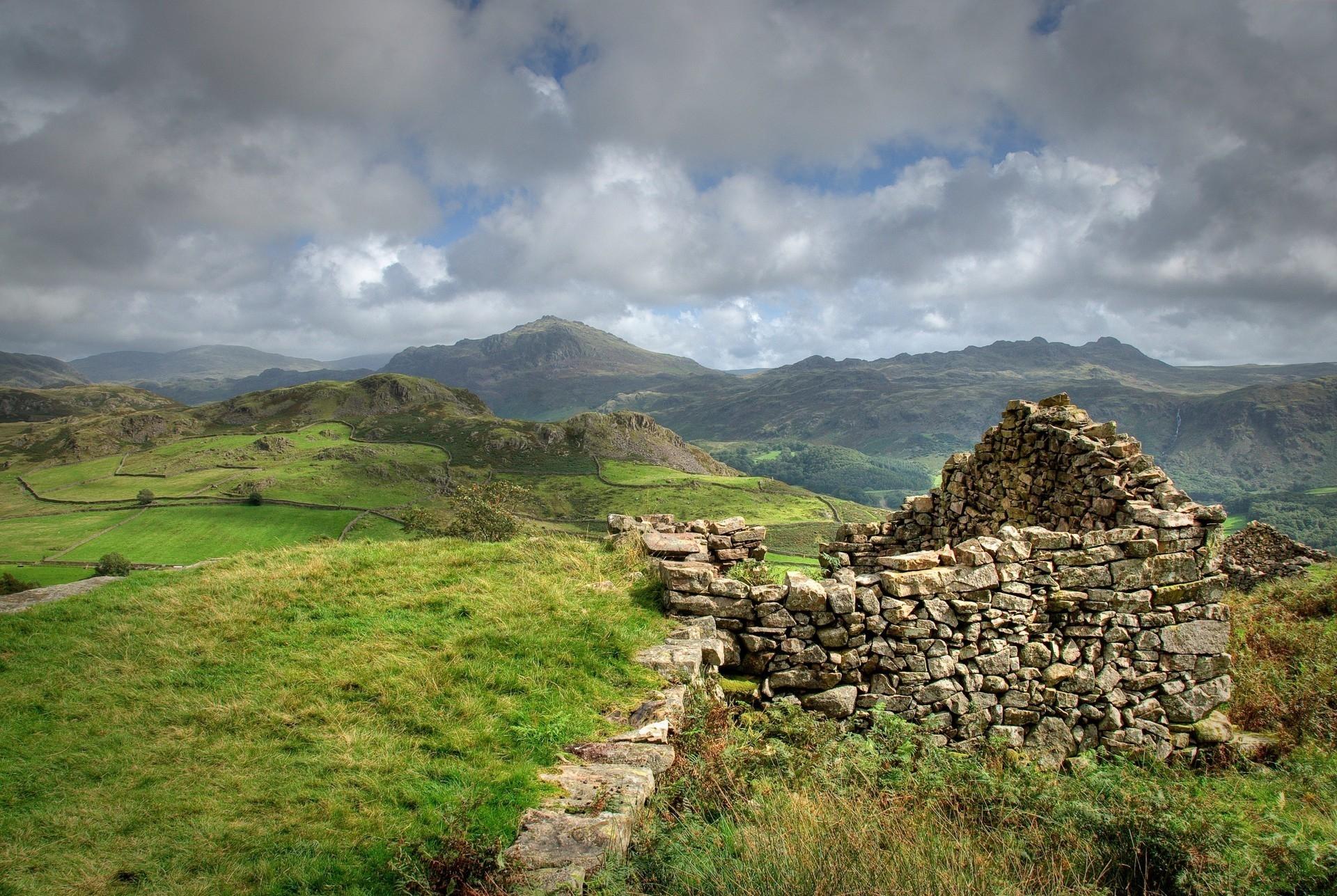 удобства развалины в горах фото этому