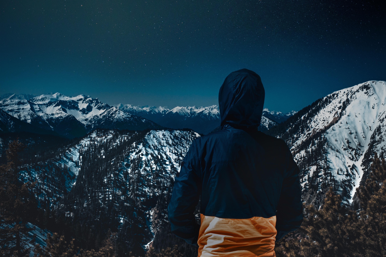 картинки на аву горы и человек исключено, что загадочному