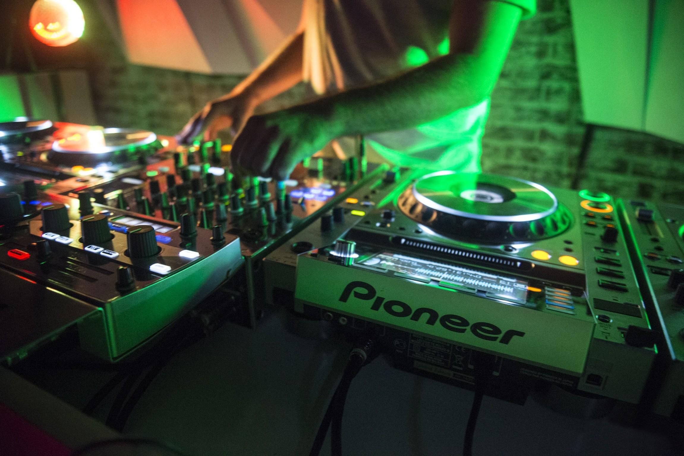 デスクトップ壁紙 音楽 dj ターンテーブル ディスクジョッキー