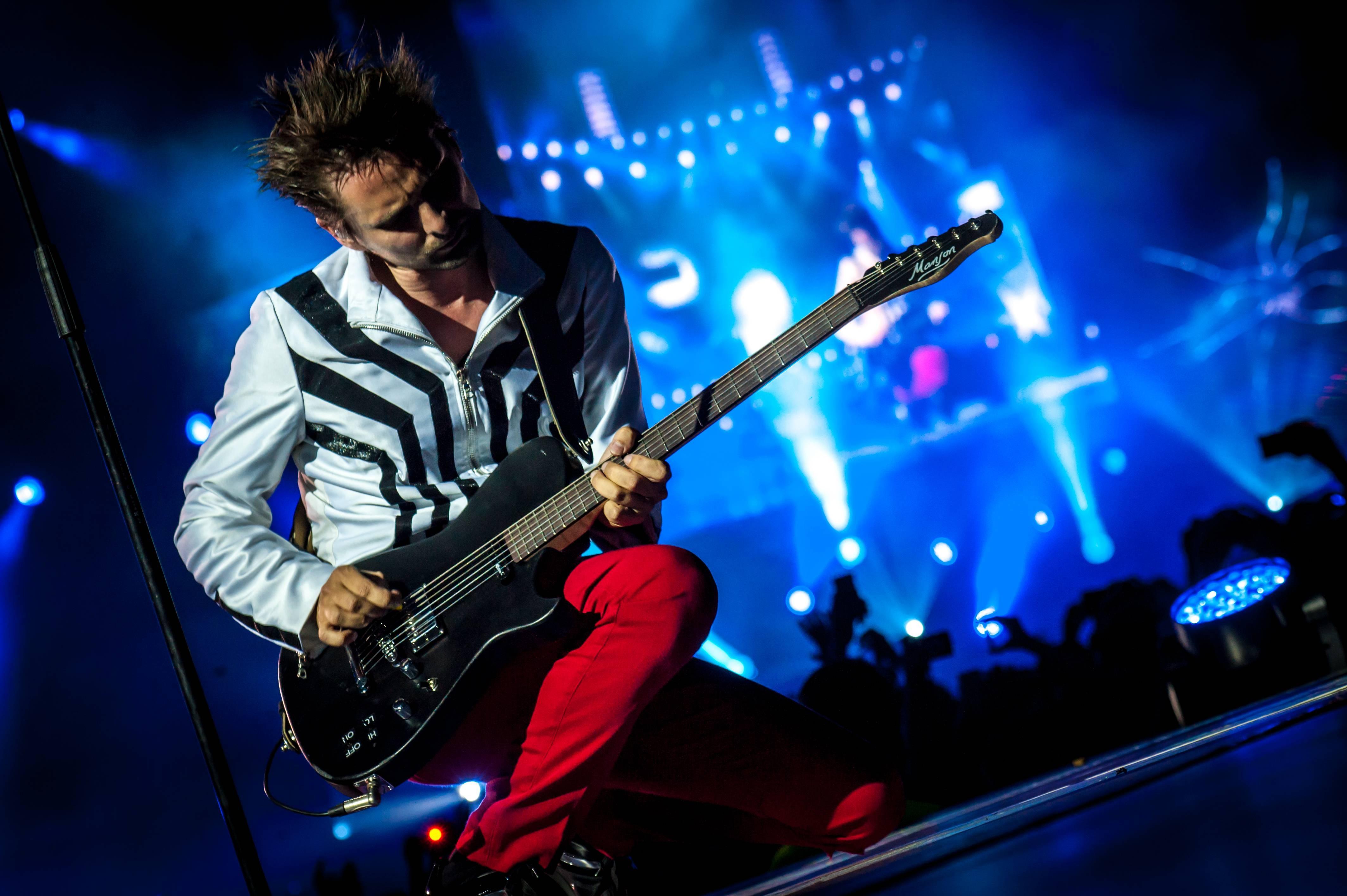 Fond Décran La Musique Musicien Guitariste Muse En Chantant