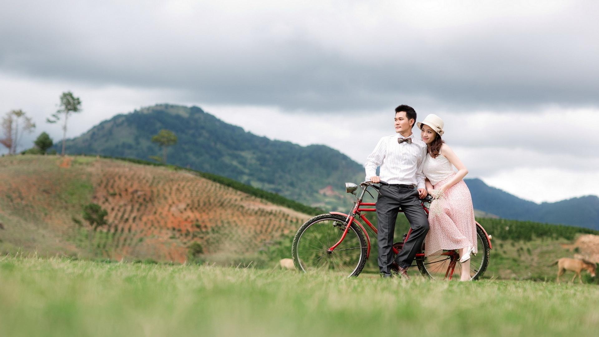 однокурсницы, фотосессия на велосипеде пара уже четыре года