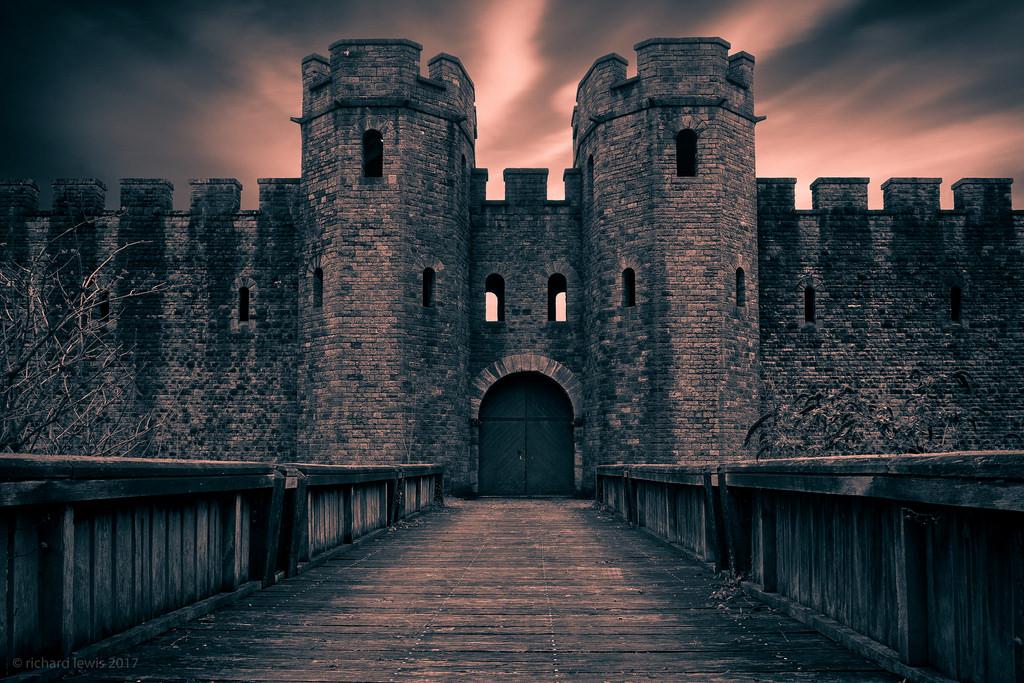 средневековый замок ночью картинки пограничный