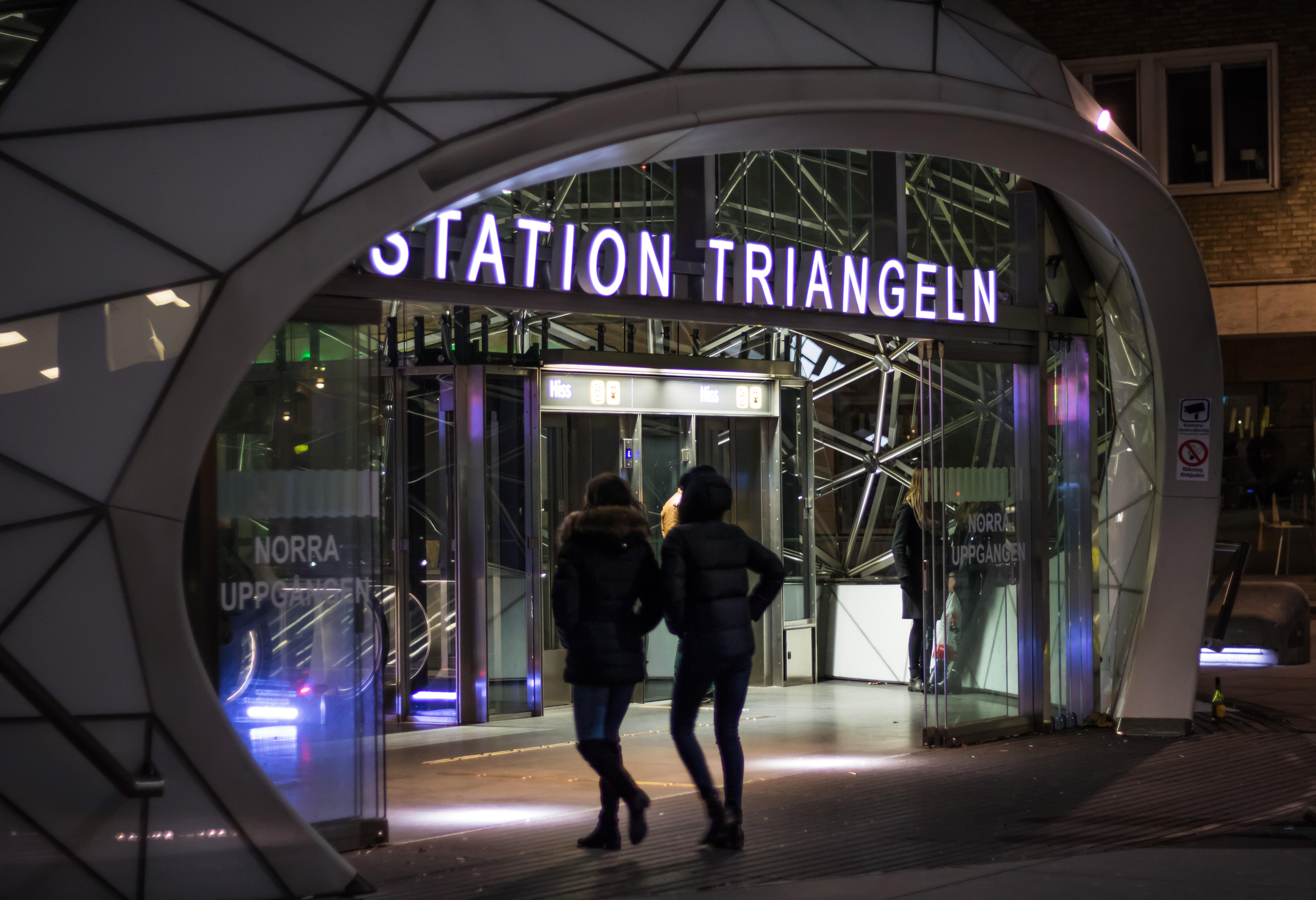 Wallpaper : night, infrastructure, station, trainstation, triangeln