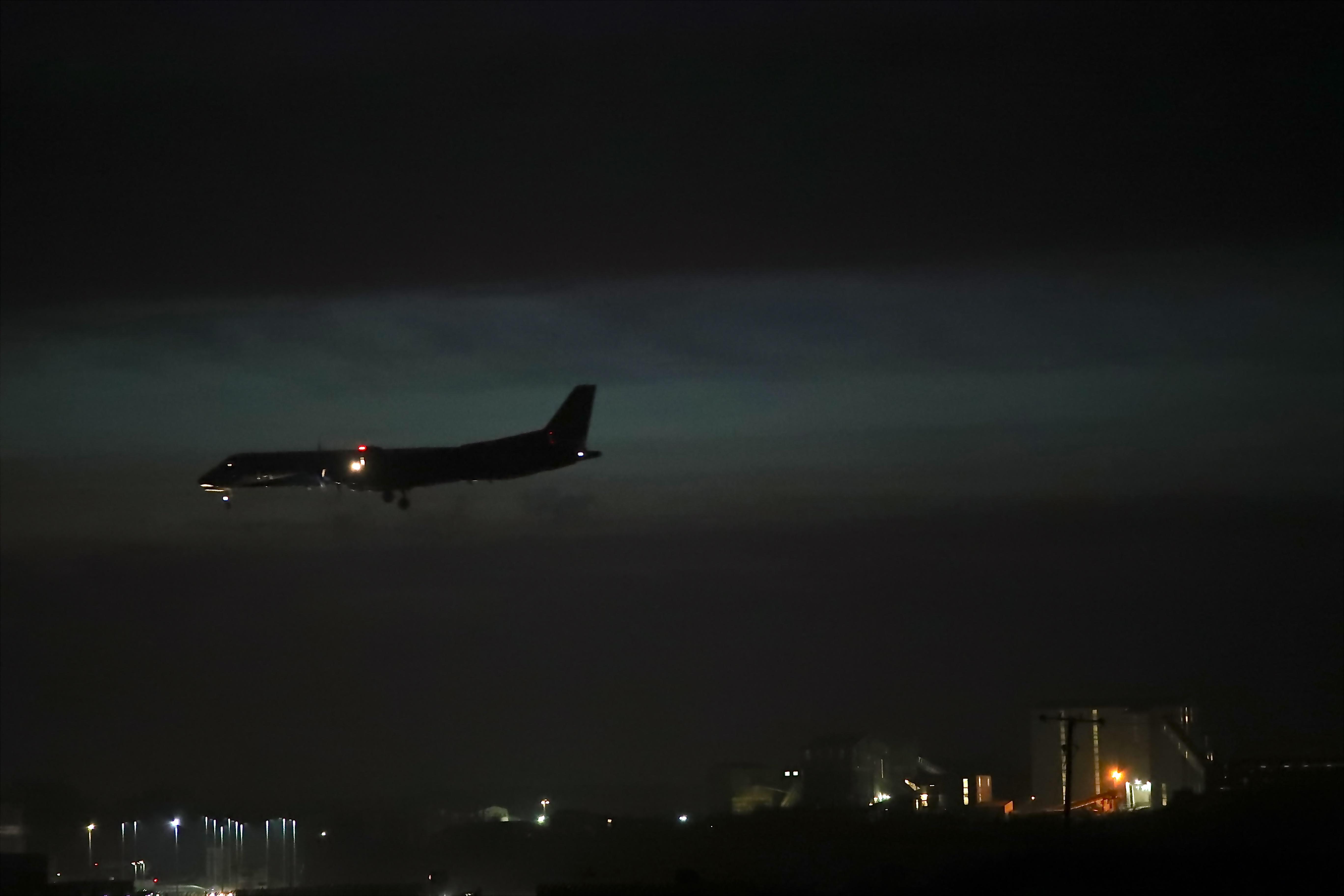 Good Wallpaper Night Airplane - night-sky-airplane-aircraft-evening-atmosphere-airport-dusk-landing-saab-runway-Flight-aviation-darkness-wing-daytime-nightshot-airline-atmosphere-of-earth-air-travel-aerospace-engineering-airliner-narrow-body-aircraft-phenomenon-humberside-liner-831335  Gallery.jpg