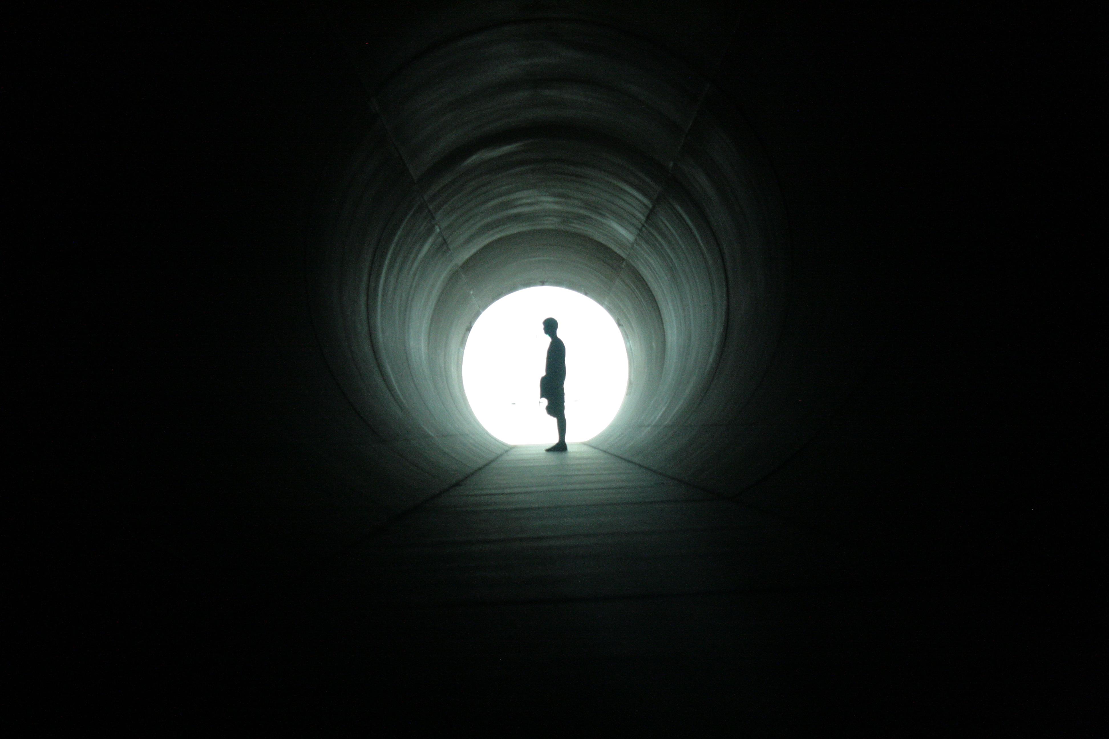 Свет в конце тоннеля смешные фото картинки