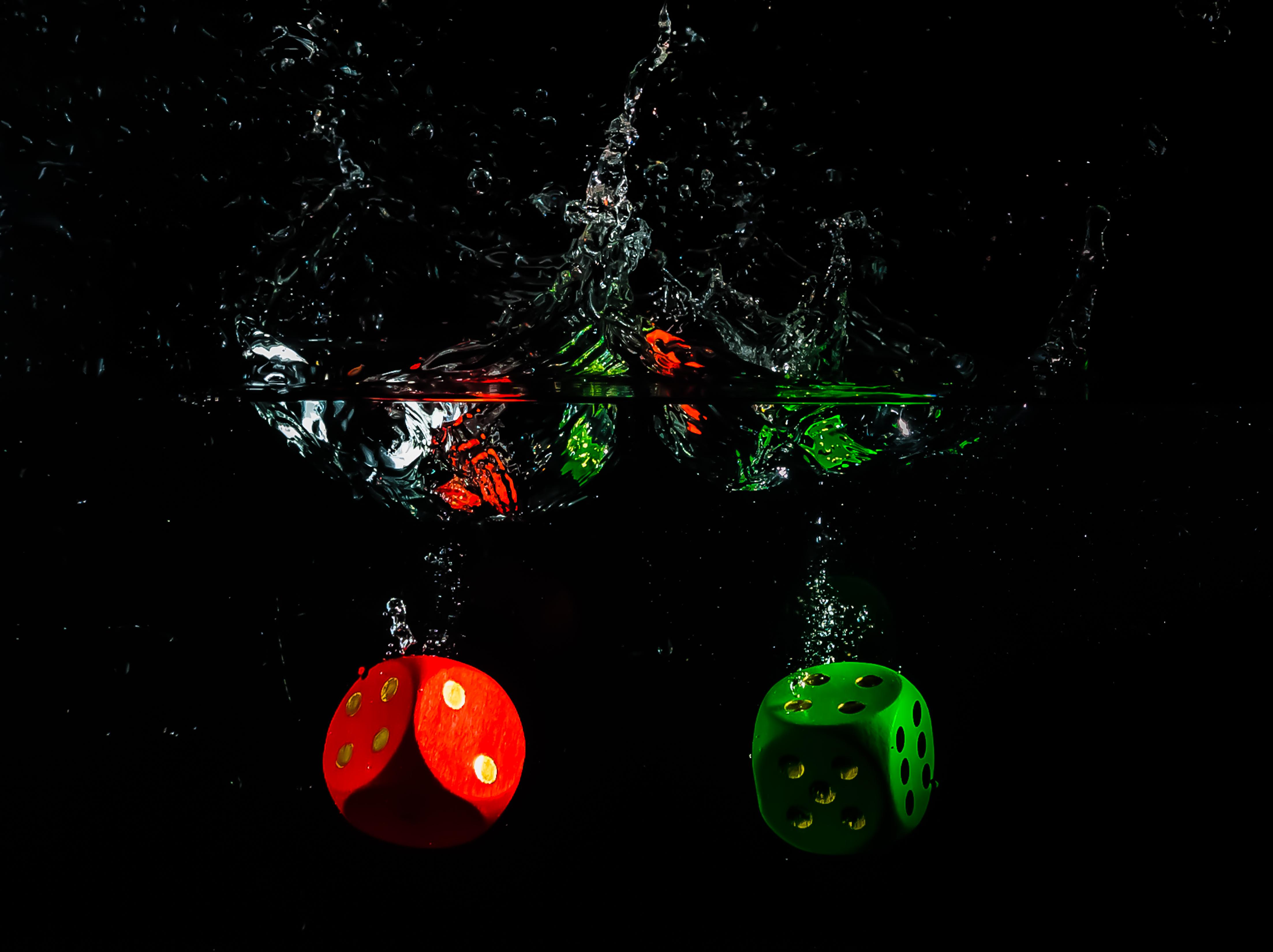 デスクトップ壁紙 夜 水 スペース 赤 緑 立方体 湿った