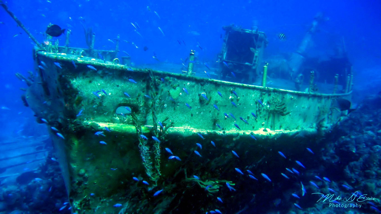 полезной фотографии островов и затонувших на них катеров четырех