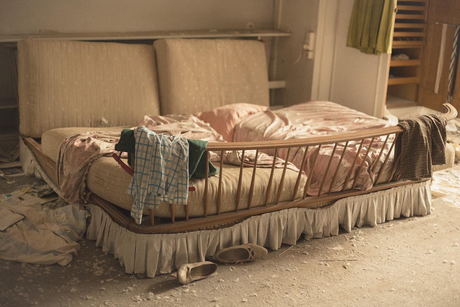 gammel seng Baggrunde : gammel, seng, træ, Europa, soveværelse, Mestre  gammel seng