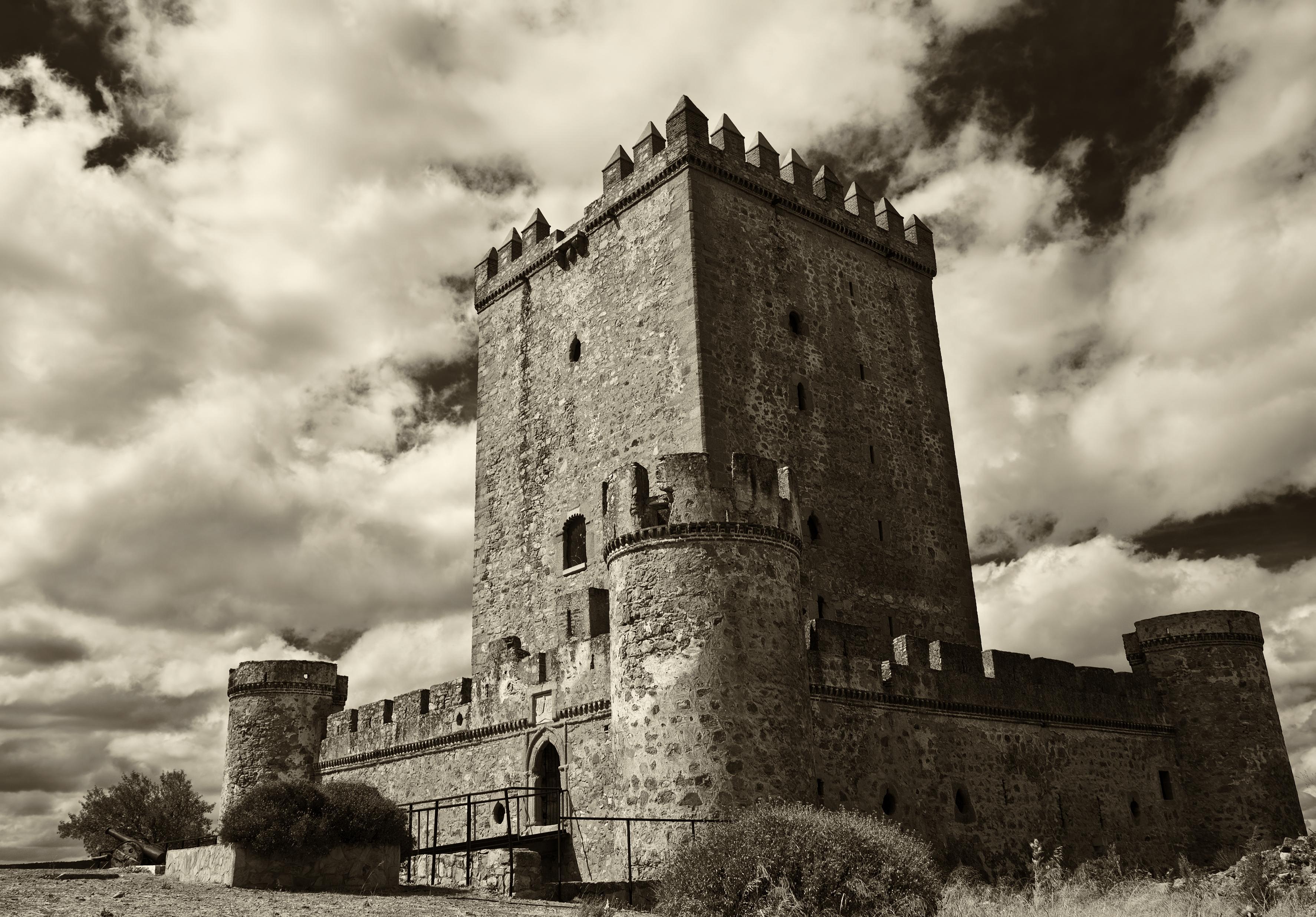 десять фотографии старых замков и башен увидели, успели запечатлеть