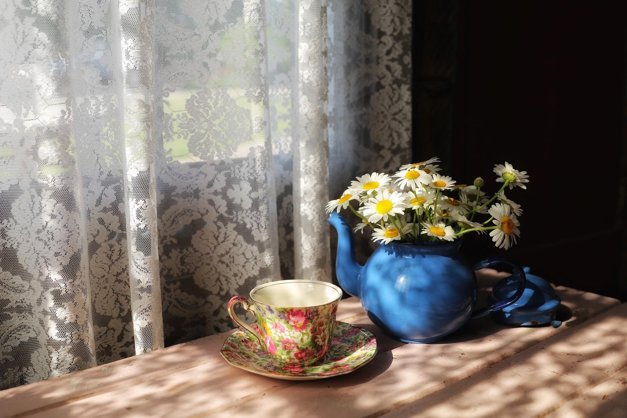 Masaustu Boyama Pencere Cicekler Sari Perde Fincan Bahar