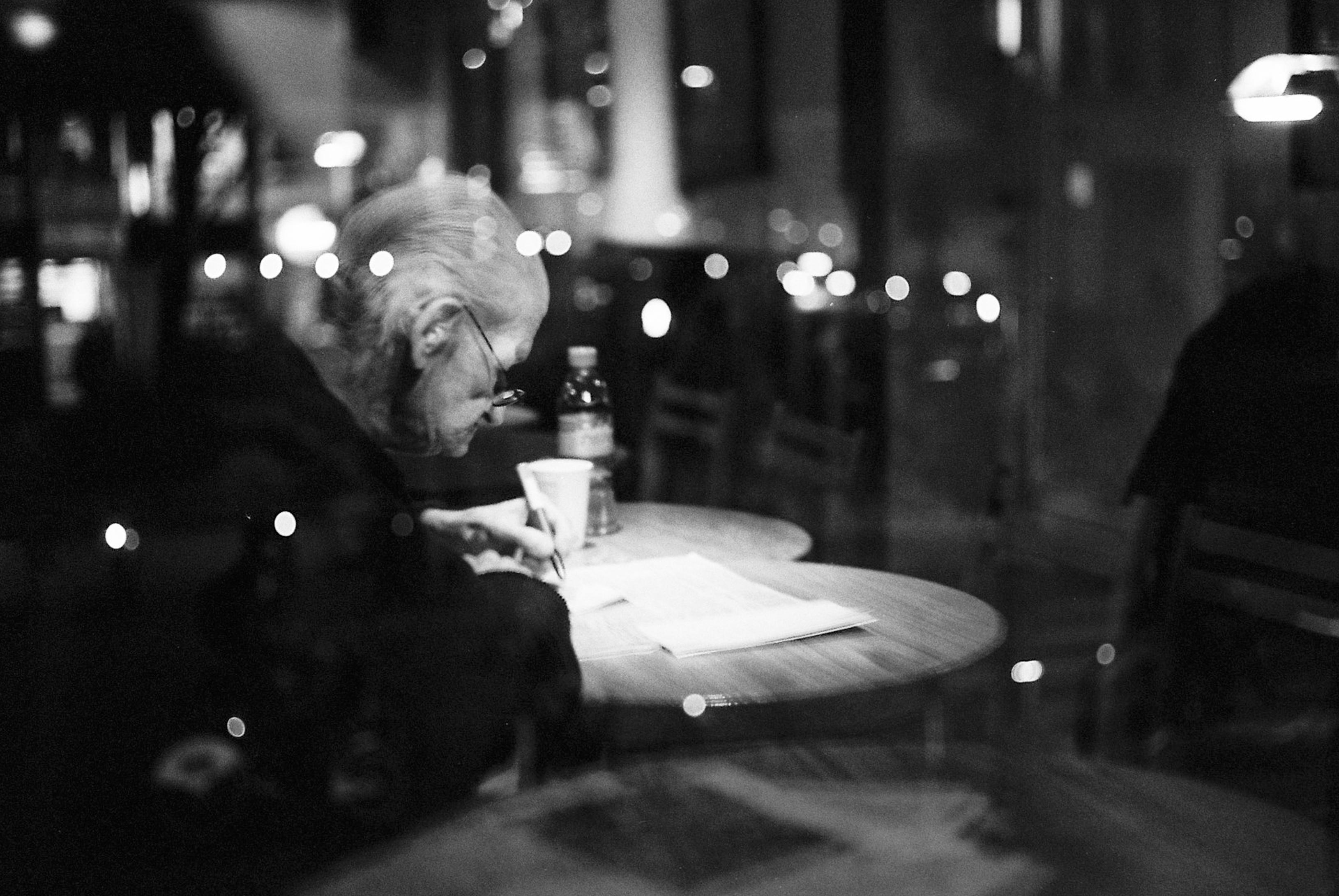 People white black monochrome window night reflection photography table restaurant belgium leica kodak midnight antwerp m6