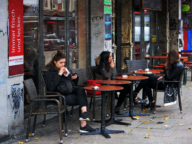 hintergrundbilder menschen frau stadt stra e rauchen deutschland restaurant hamburg. Black Bedroom Furniture Sets. Home Design Ideas