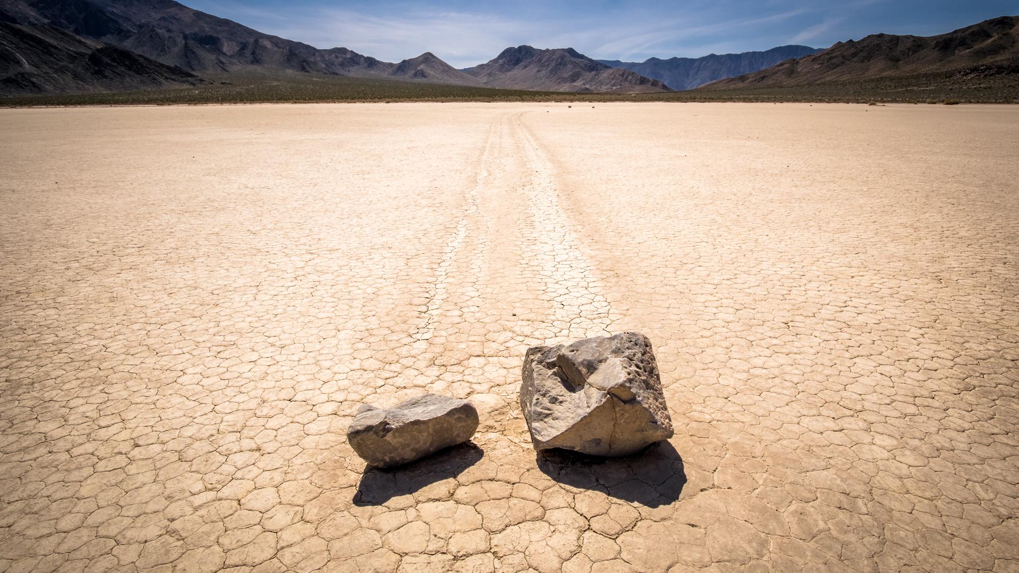 Картинка движущийся камень