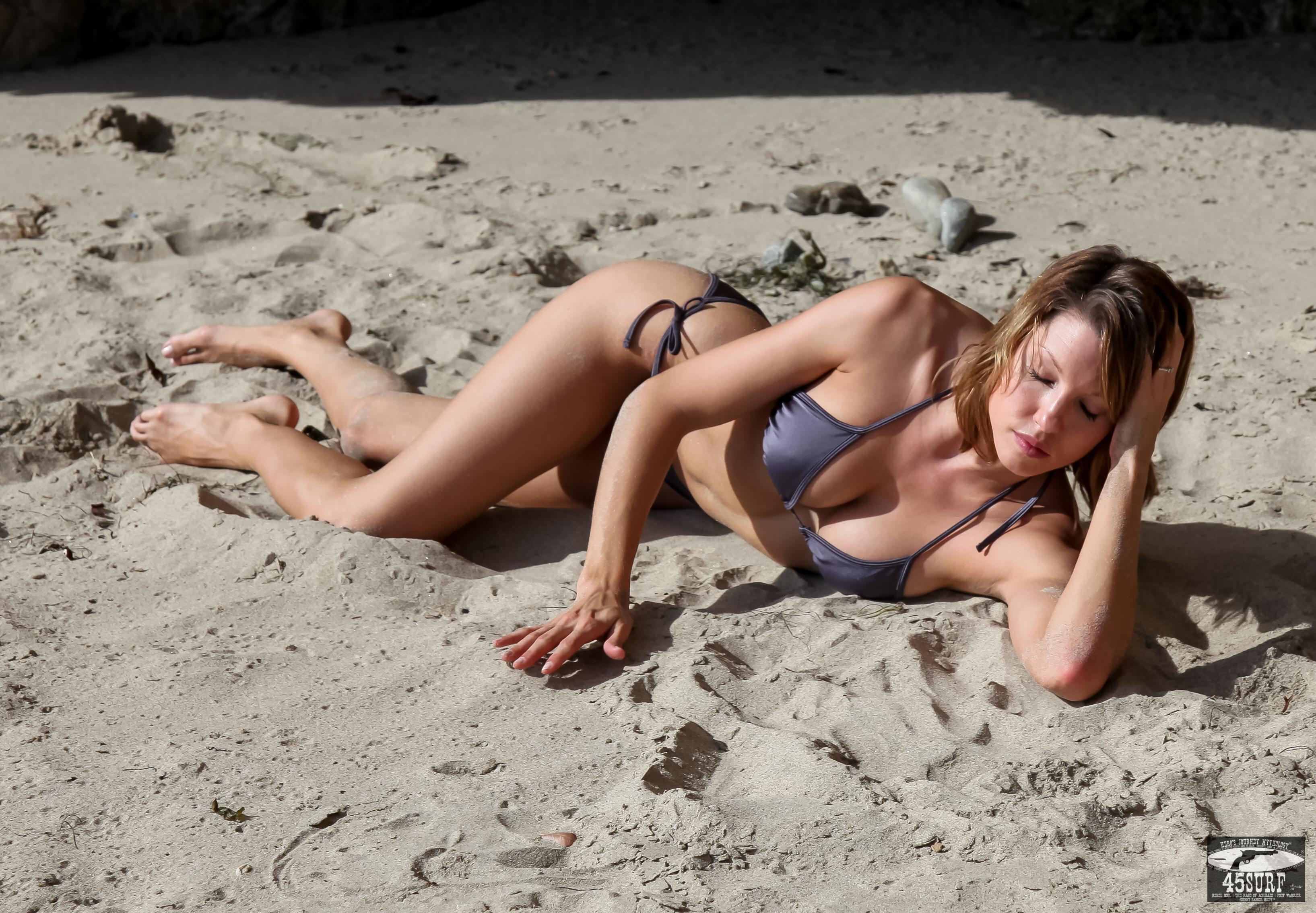 девушки фото дикий пляж медленно