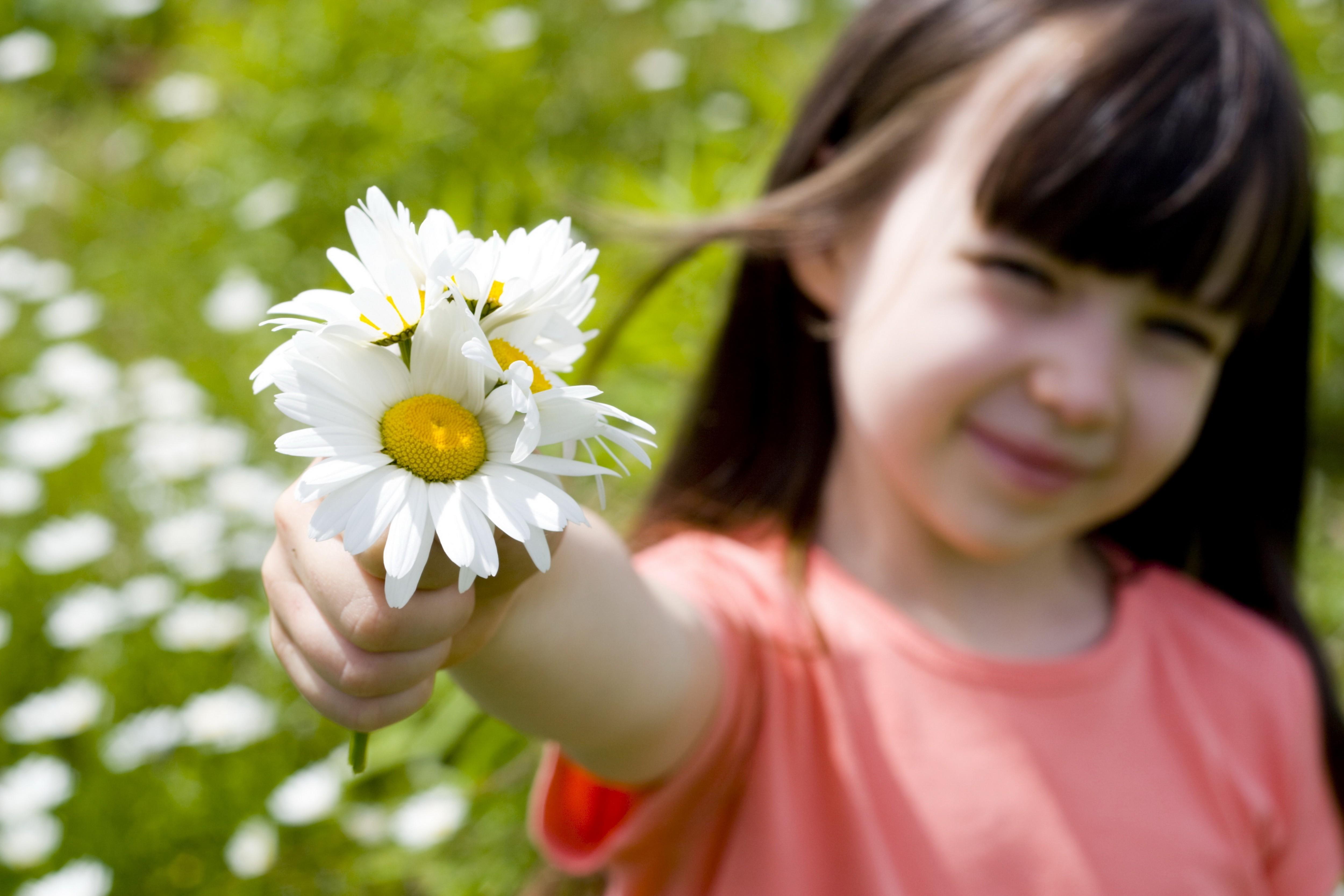 Цветы с ребенком