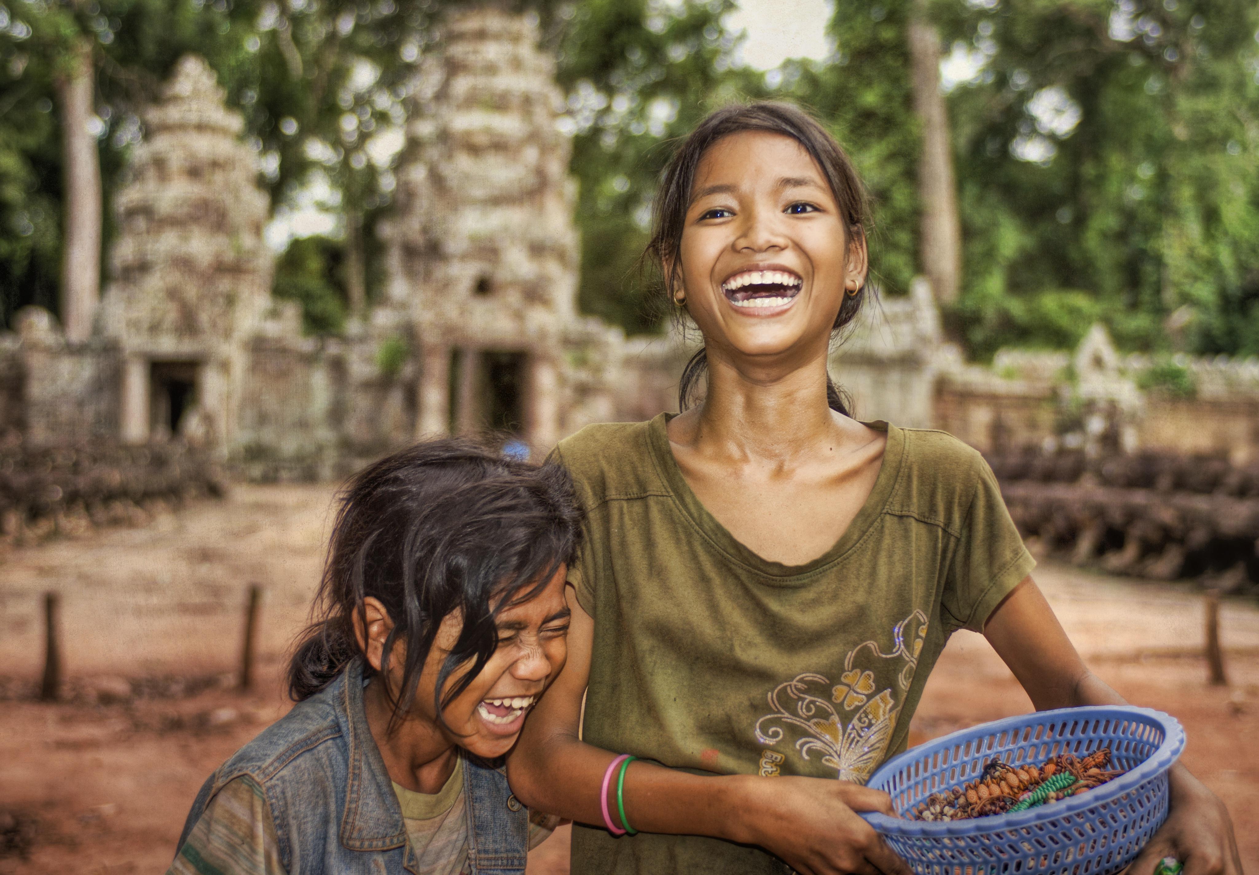 широкую кровать, фото жителей камбоджи скулы, большие глаза