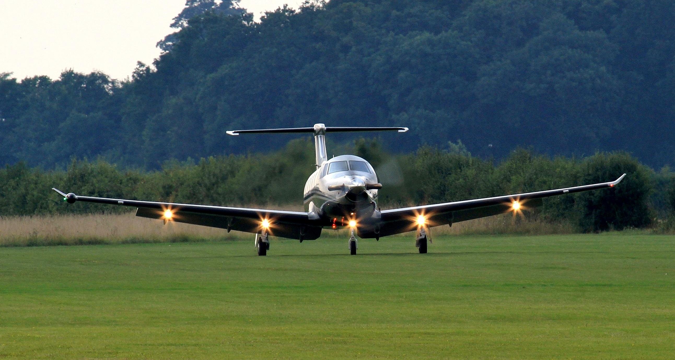 Fondos De Pantalla Pilatus Pc 12 Avión Despegando