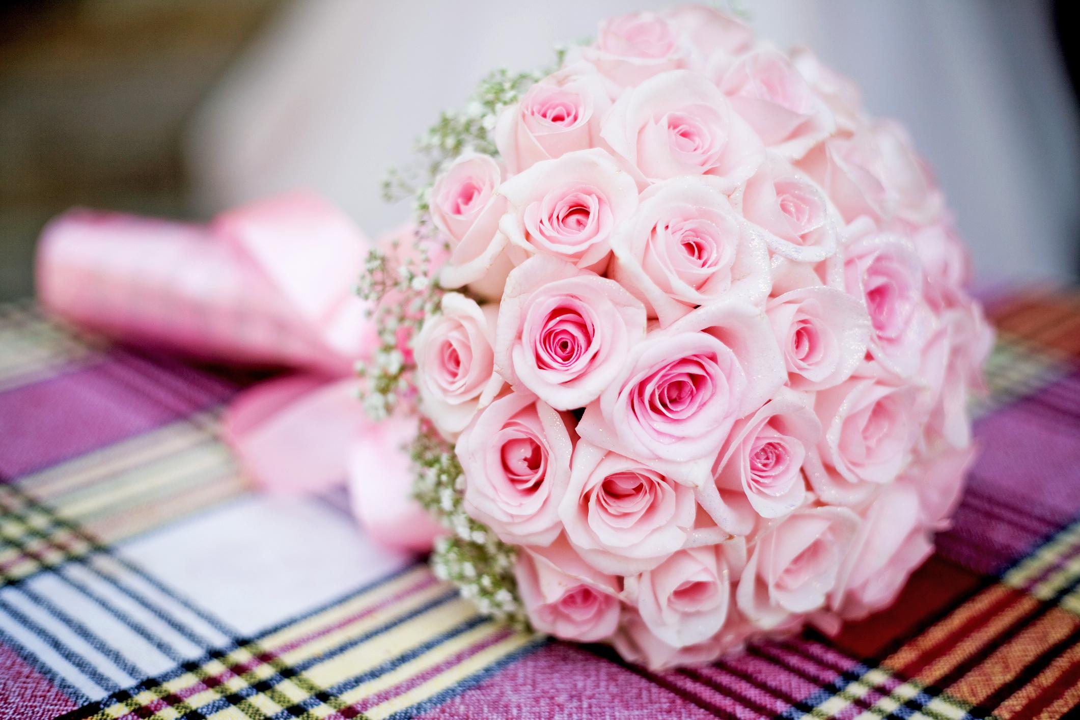 Открытка с розами в день свадьбы