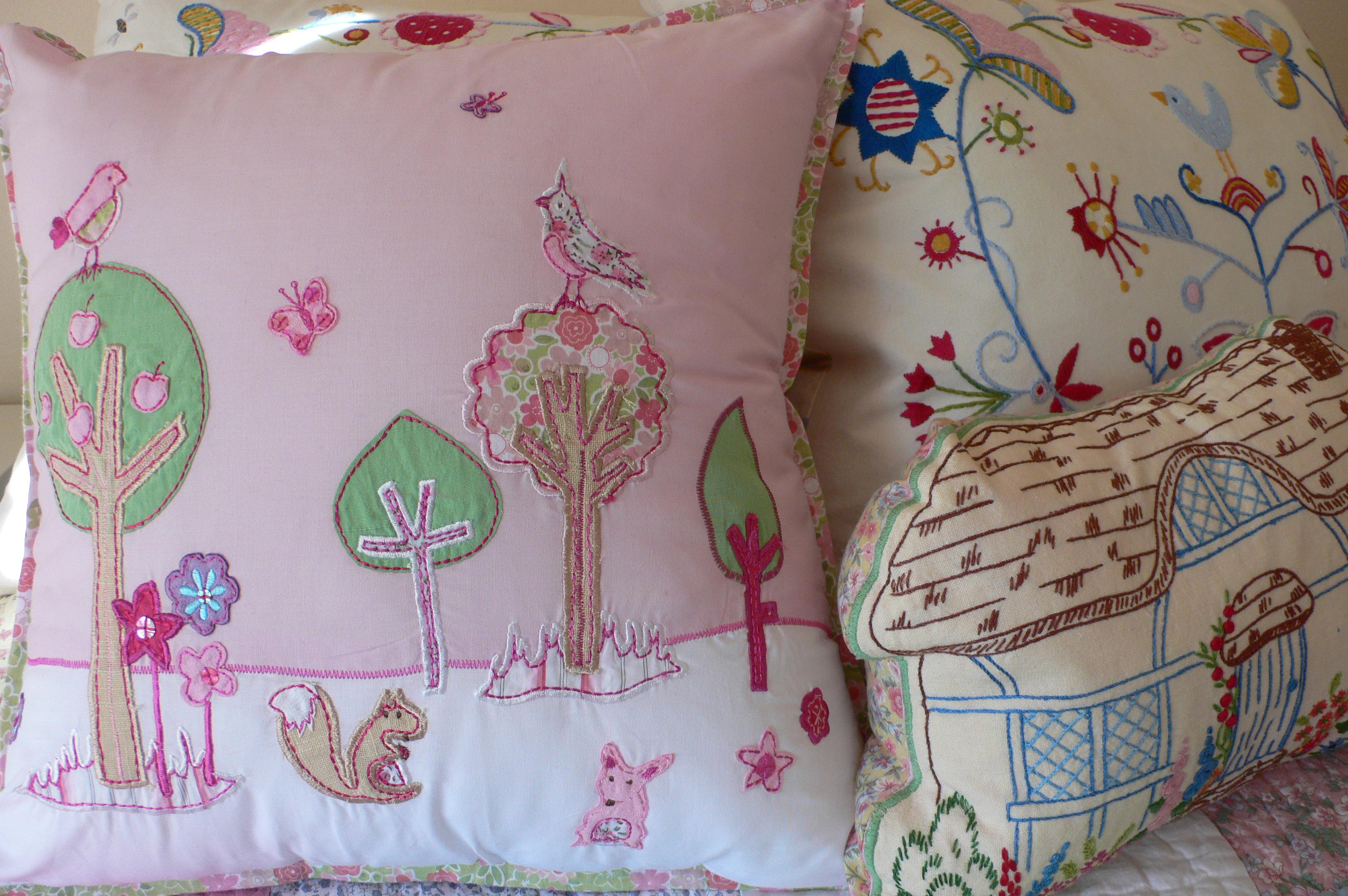 Sfondi : rosa fiori alberi uccelli ricamo farfalle cuscino