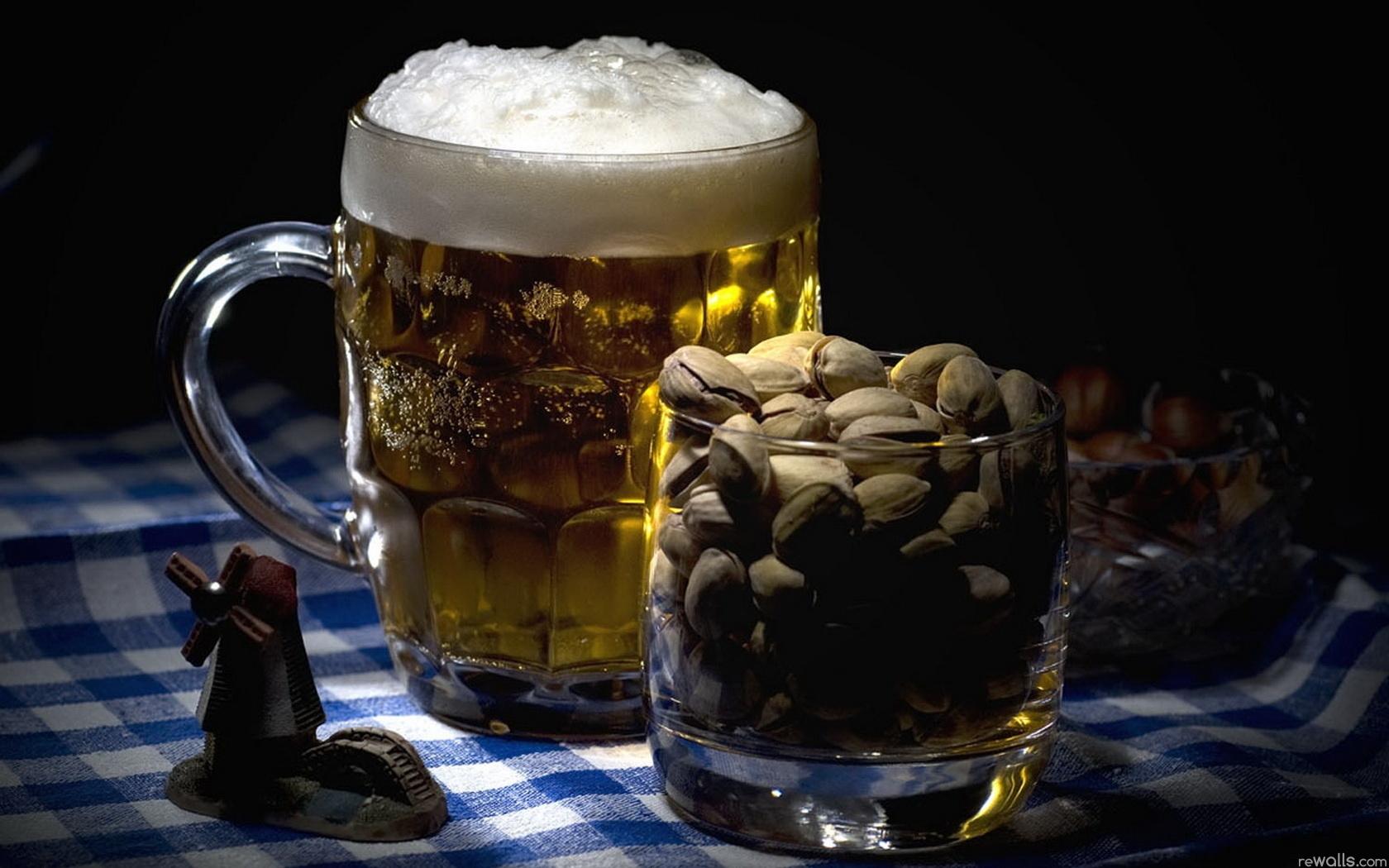 Wallpaper Pistachios Beer Mug Foam Mill 1680x1050