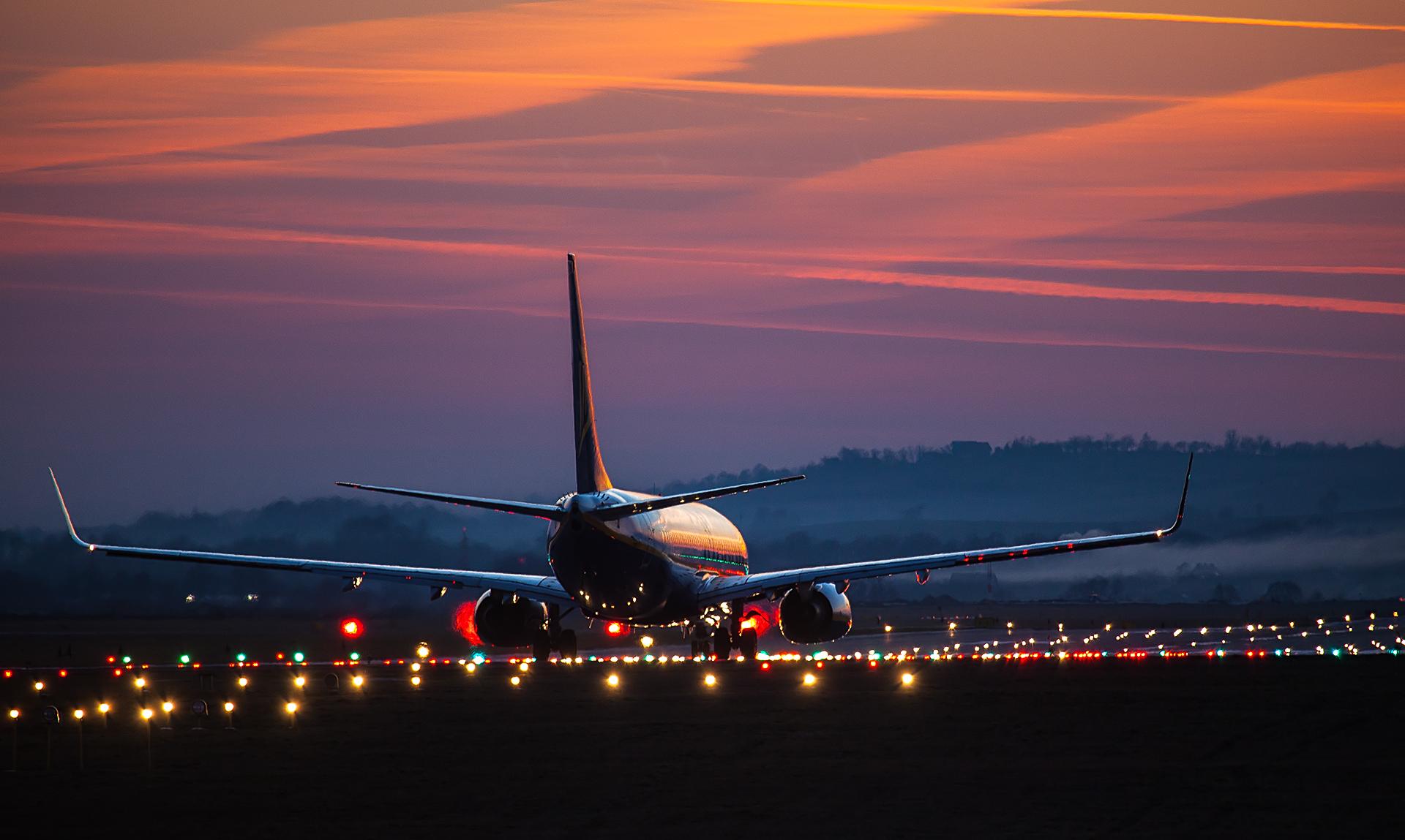 Plane Poland Boeing Ryanair Cracow Takeoff Runway Balice