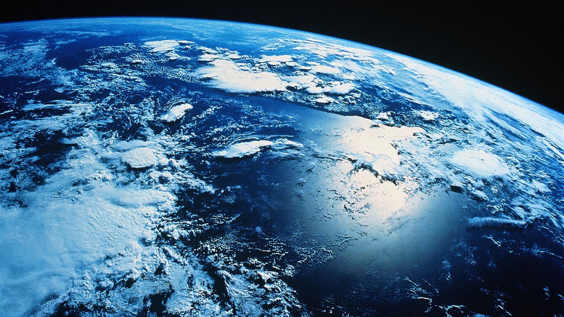 Fotos de satelites orbitando la tierra 84