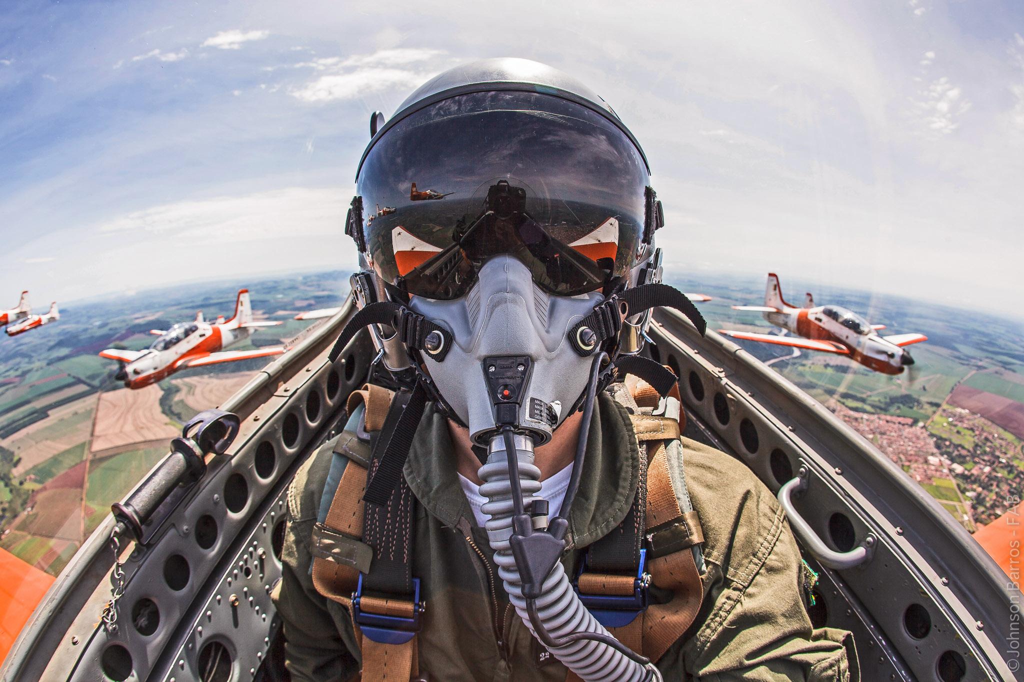 фото пилотов истребителей найдете