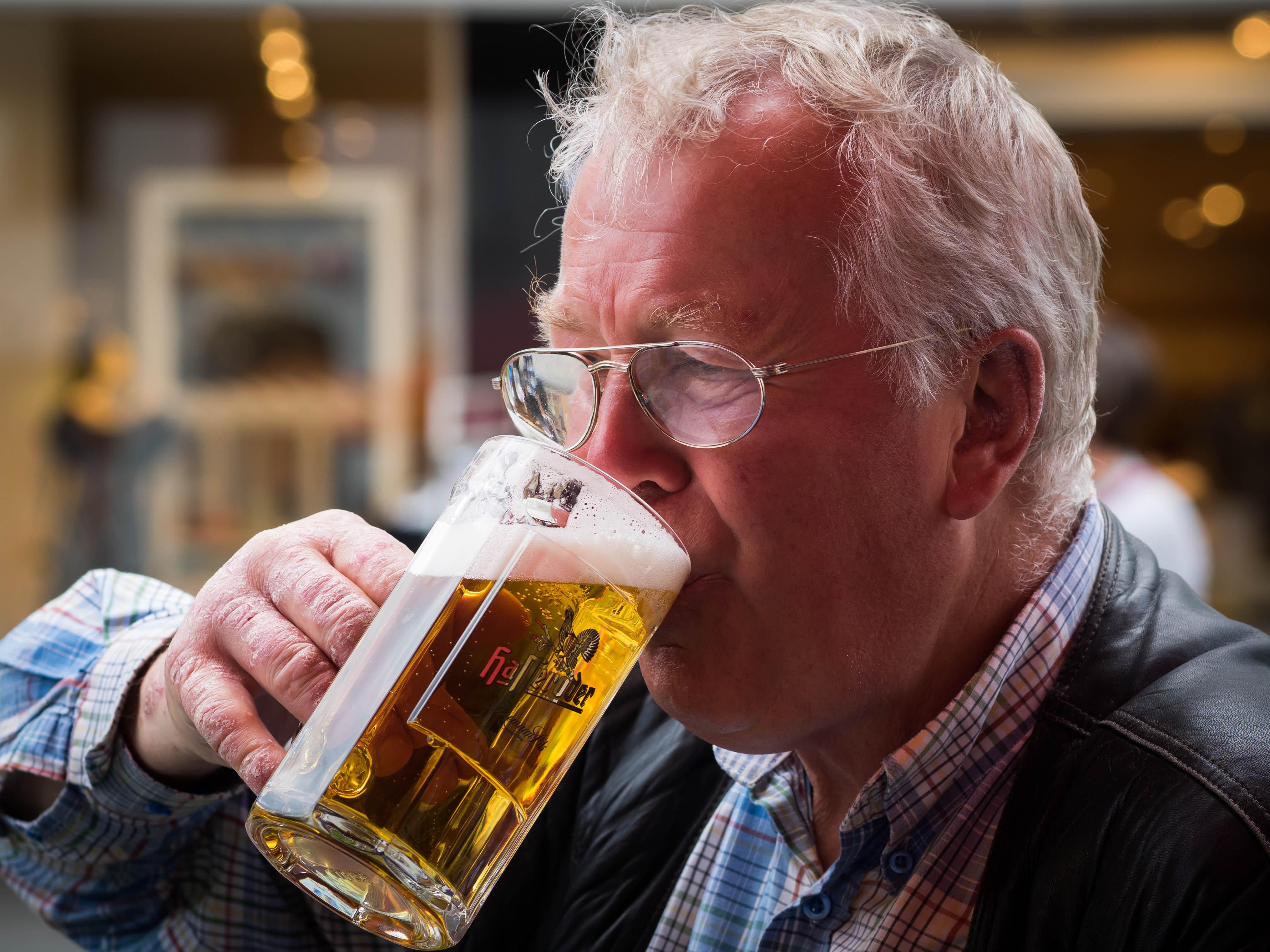 Hình nền : Chân dung, đường phố, kính, nước Đức, bia, rượu, Olympus, vui vẻ, Rostock, Uống, Omd, Hình ảnh du lịch, nếm thử, Chăm sóc thị giác, Đồ uống chưng ...