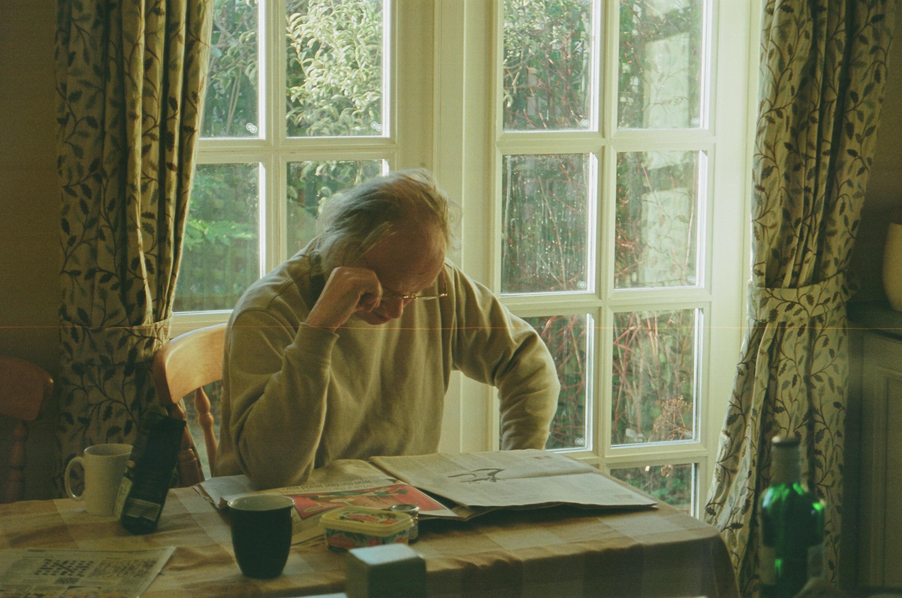 Hintergrundbilder : Porträt, Fenster, Garten, Brille, Sitzung ...