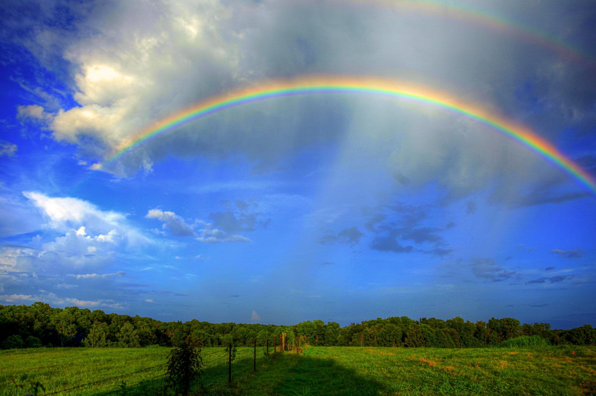 Картинки поле с радугой