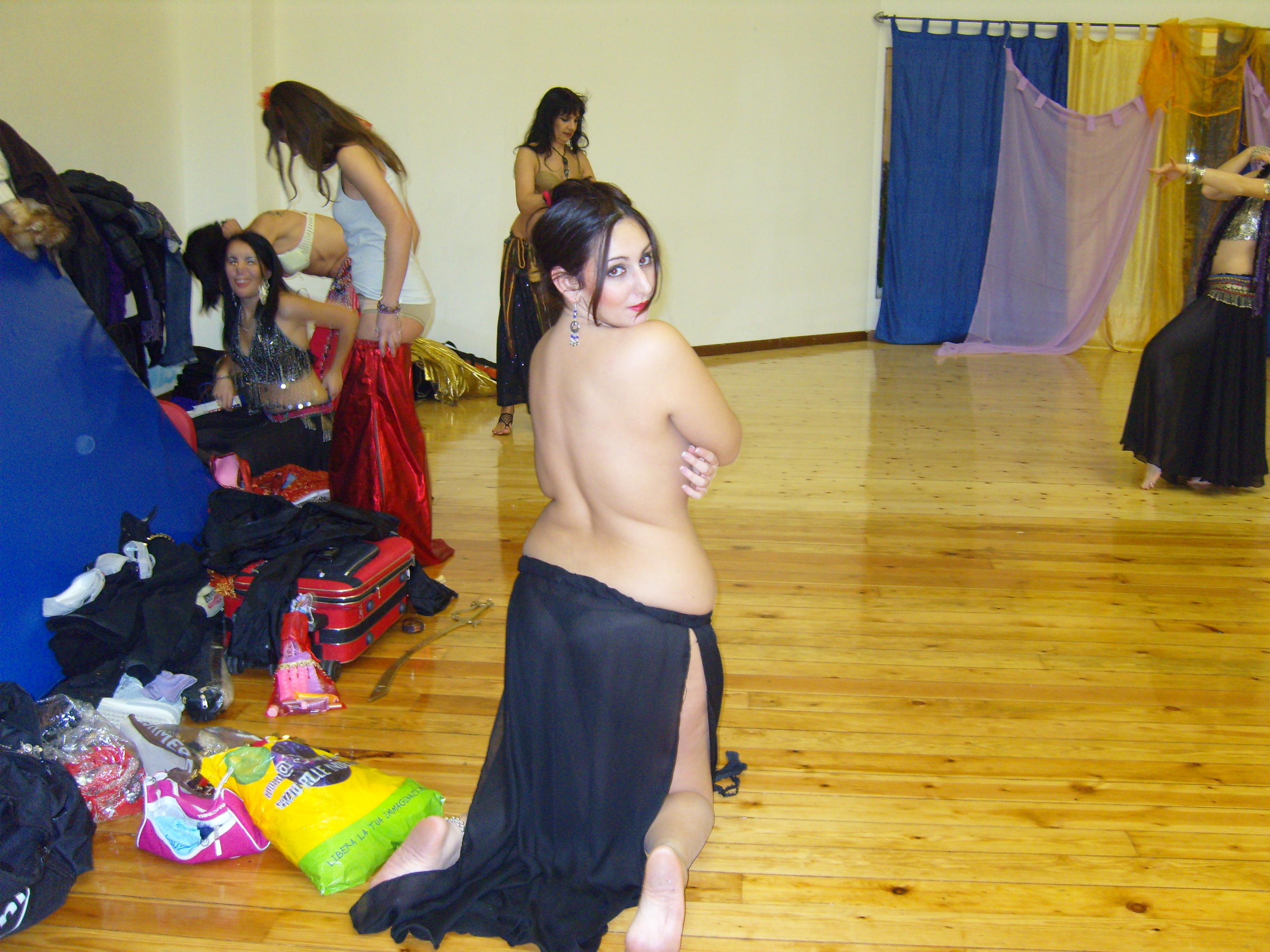 Fondos de pantalla : rojo, espalda, ropa, desnudo, conjunto ...