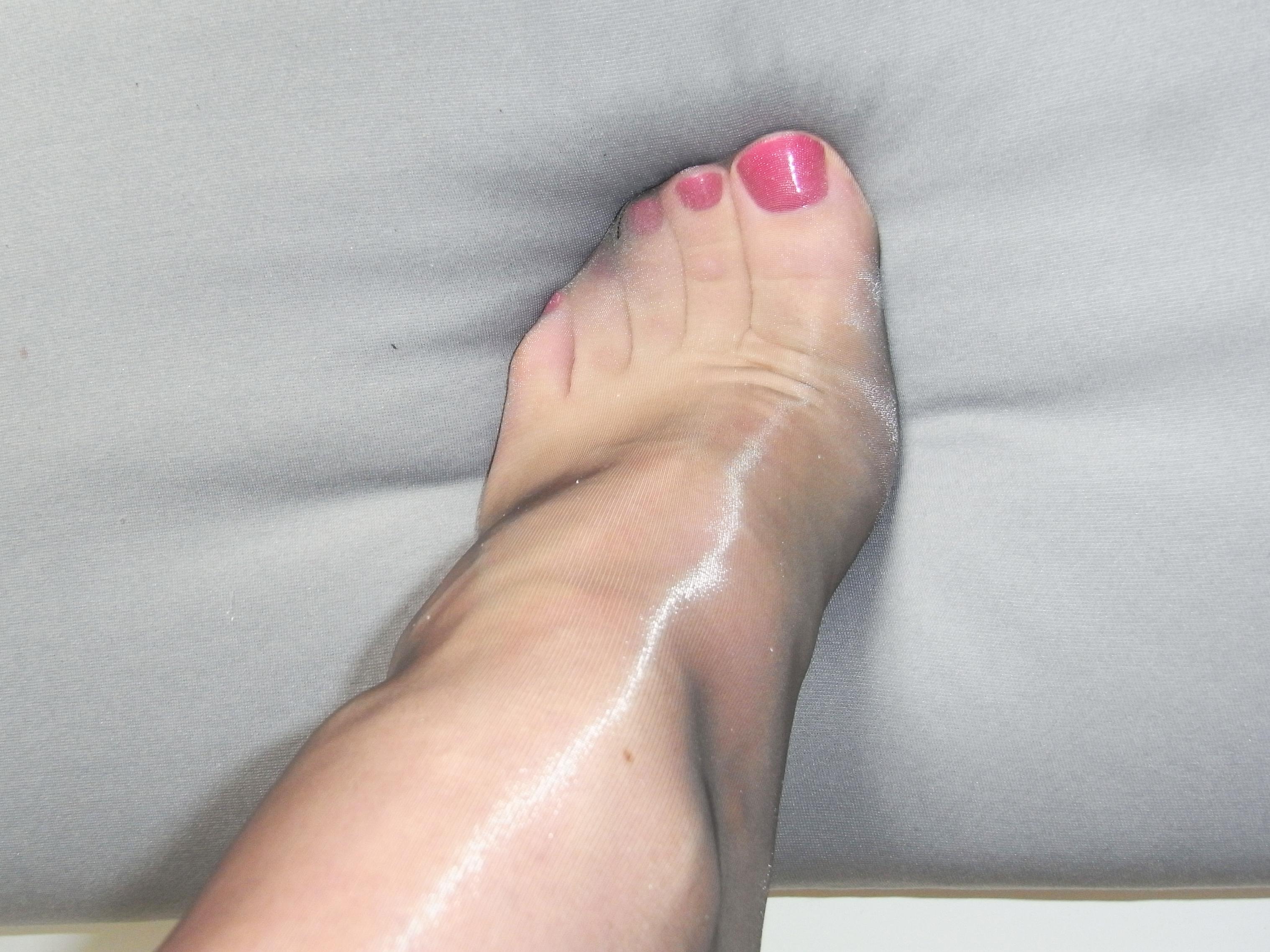 Пальцы женские на ногах в колготках фото, фото в белом кружевном белье