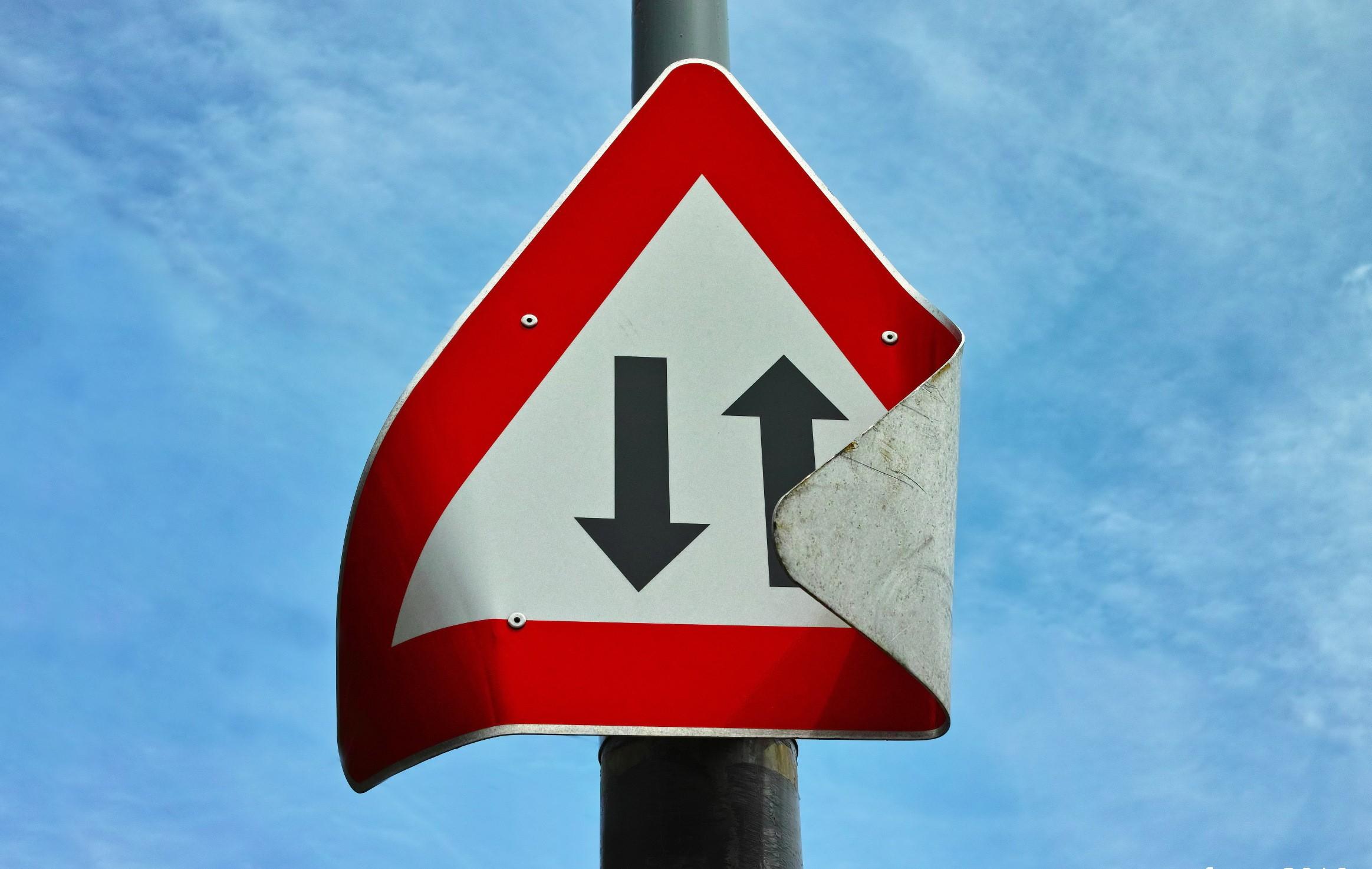 фотографии дорожных знаков высокого качества преимуществом