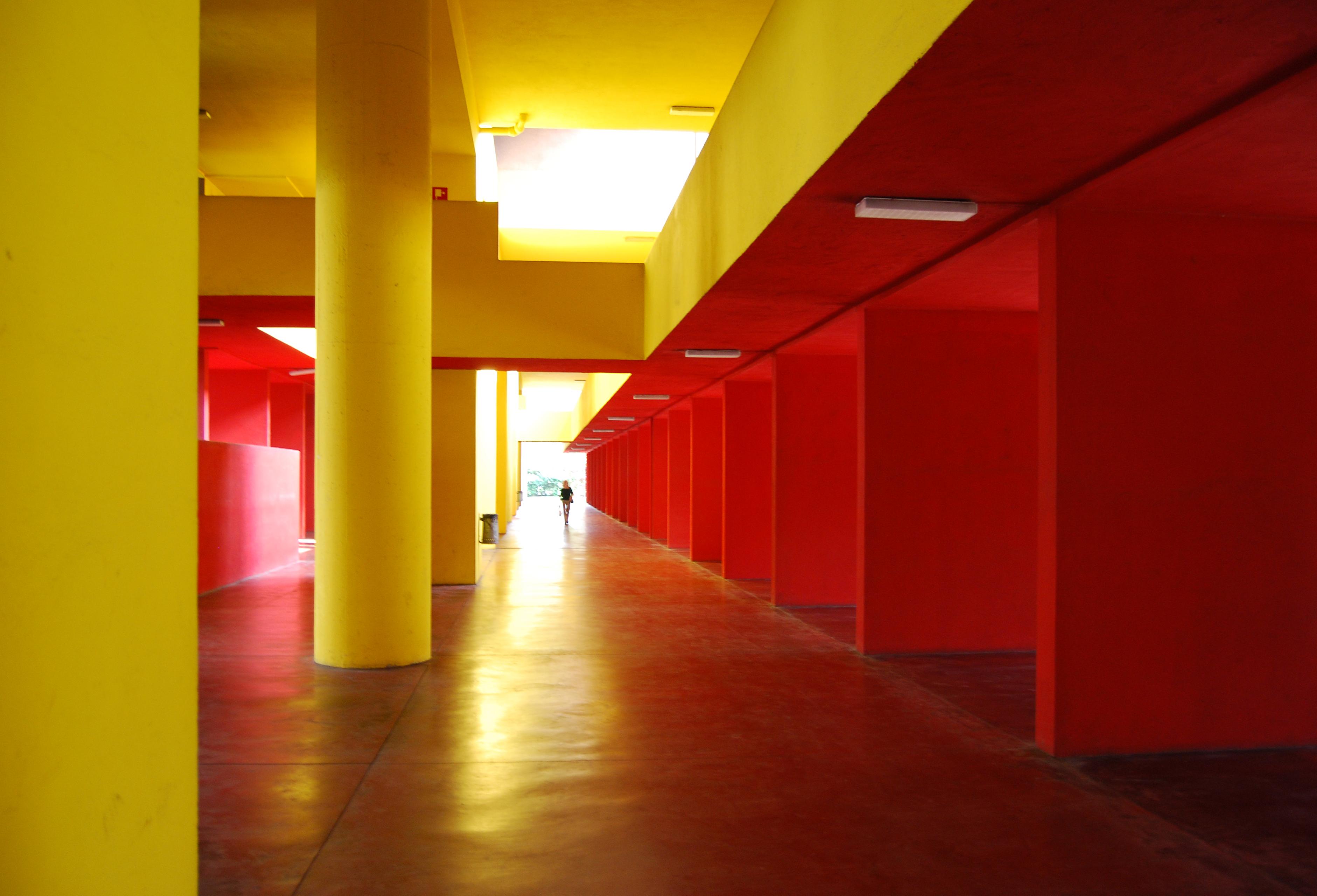 Interiores naranjas otro interior en calabaza con for Carrera de diseno de interiores gratis