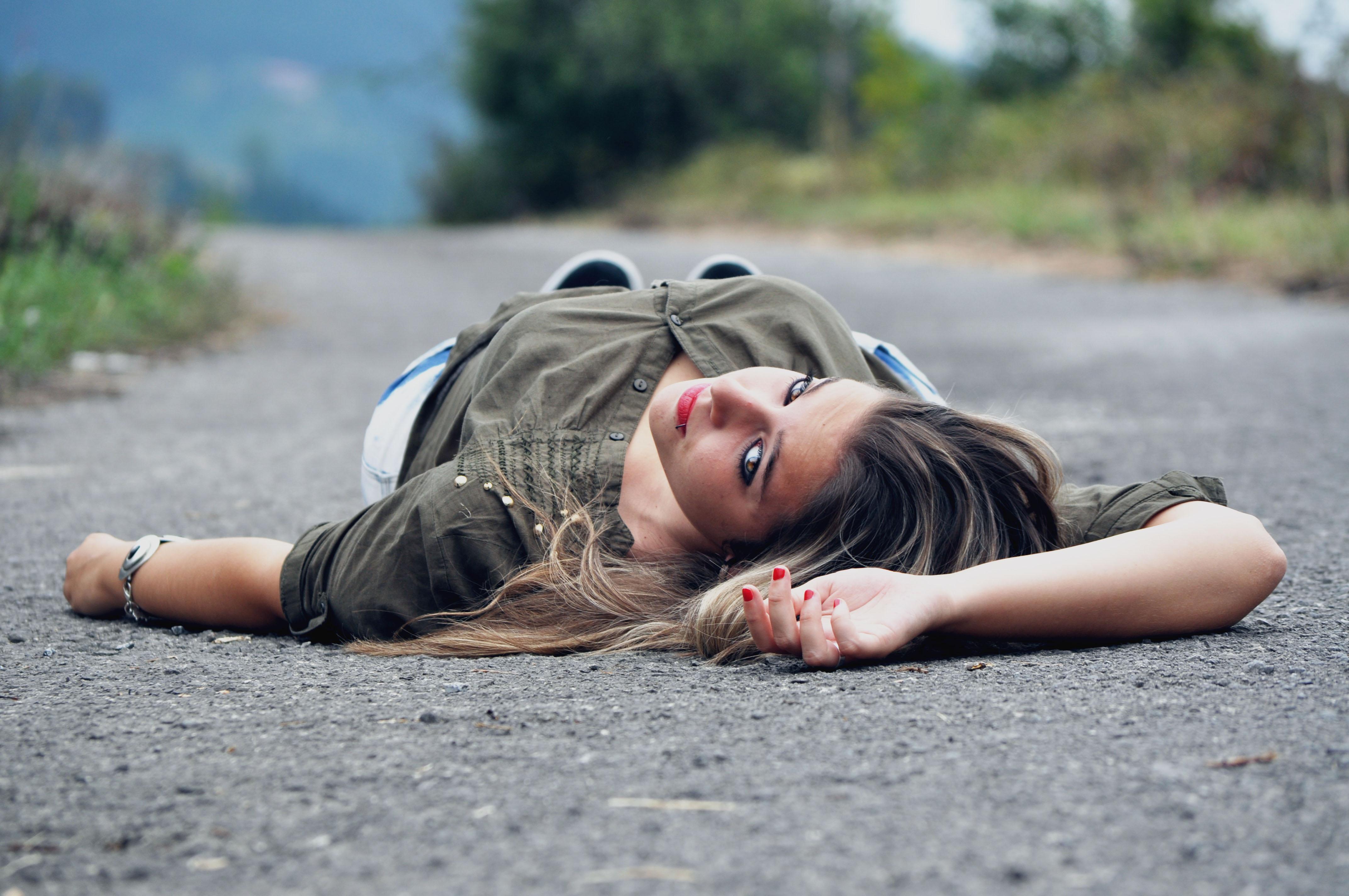 картинка лежа на дороге скрины, записывает онлайн-видео