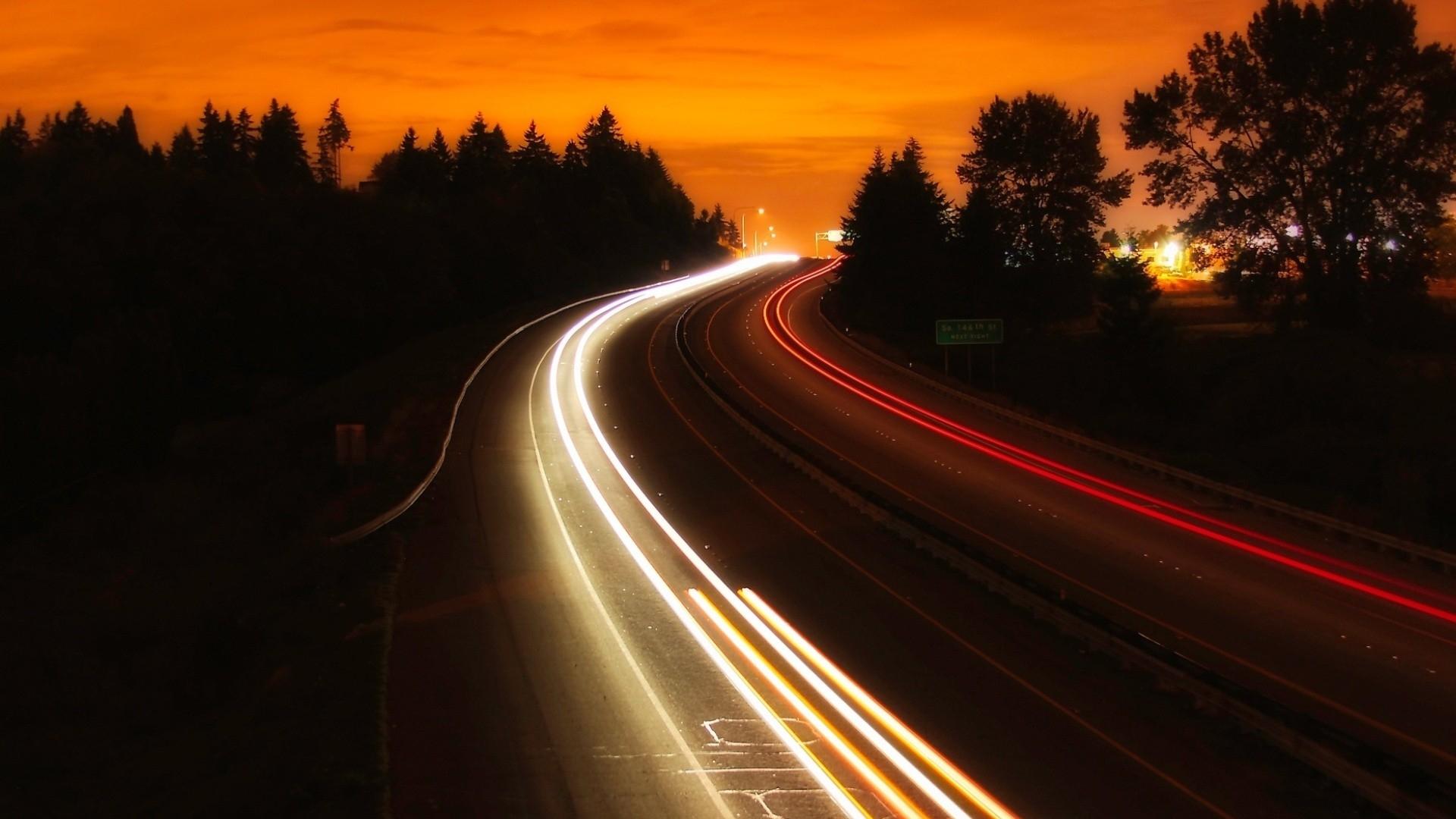 Картинка машины едет ночью