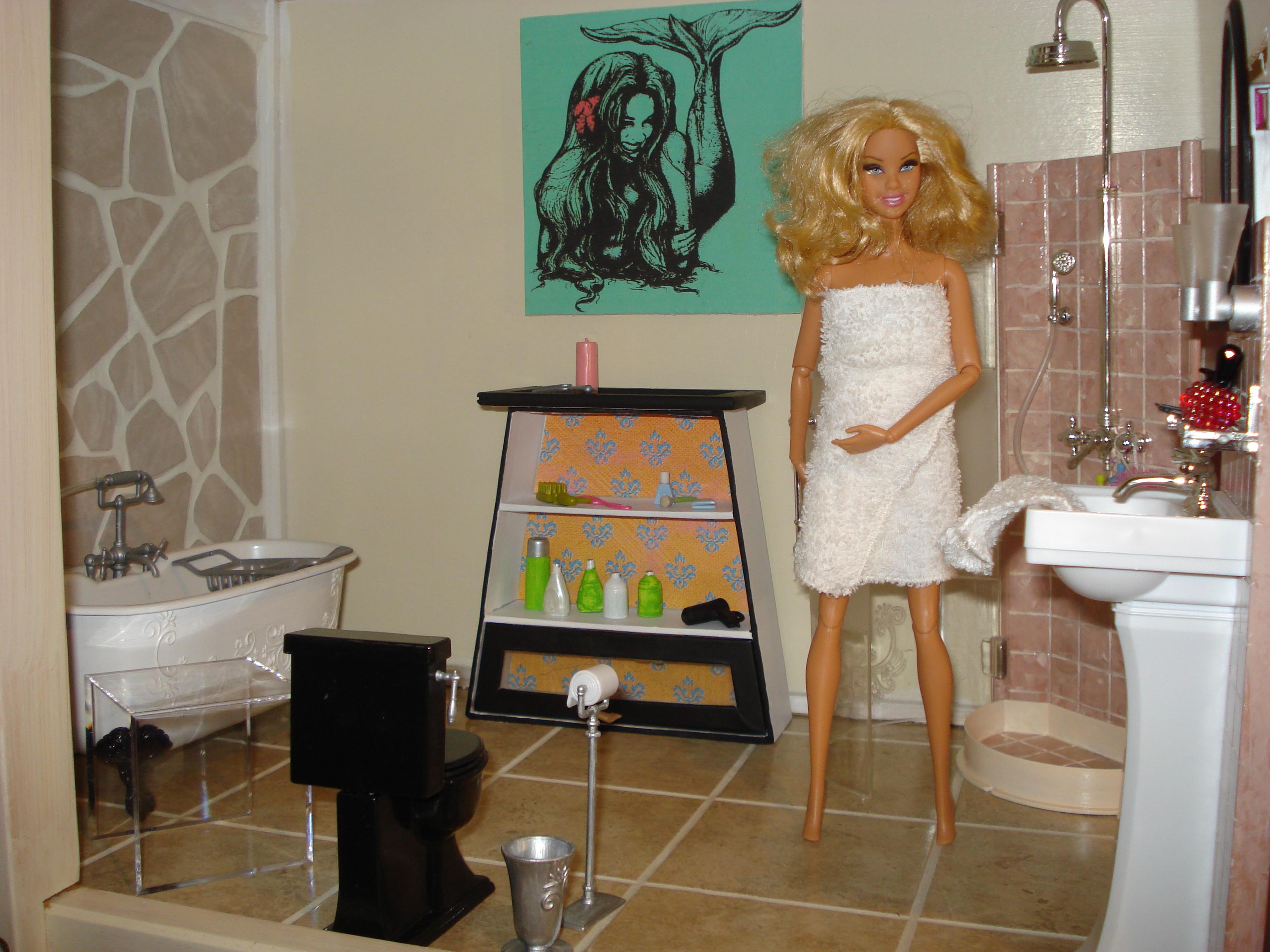 Wallpaper rock bathroom shower doll sink Barbie toilet