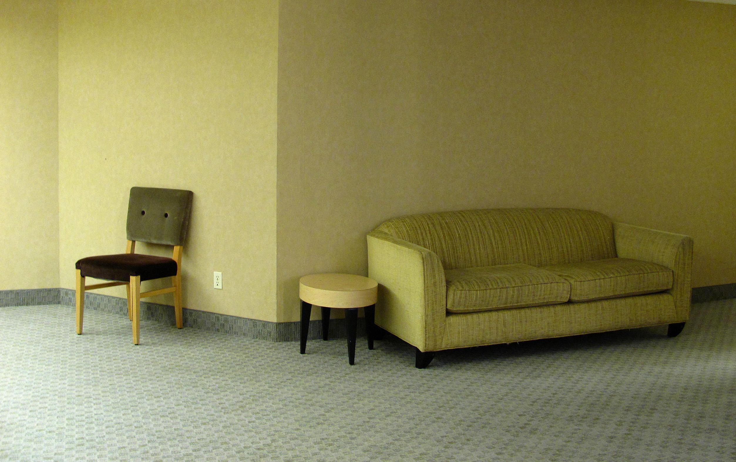 Tapis Et Canapé D Angle fond d'écran : chambre, mur, table, canapé, un hôtel, vert
