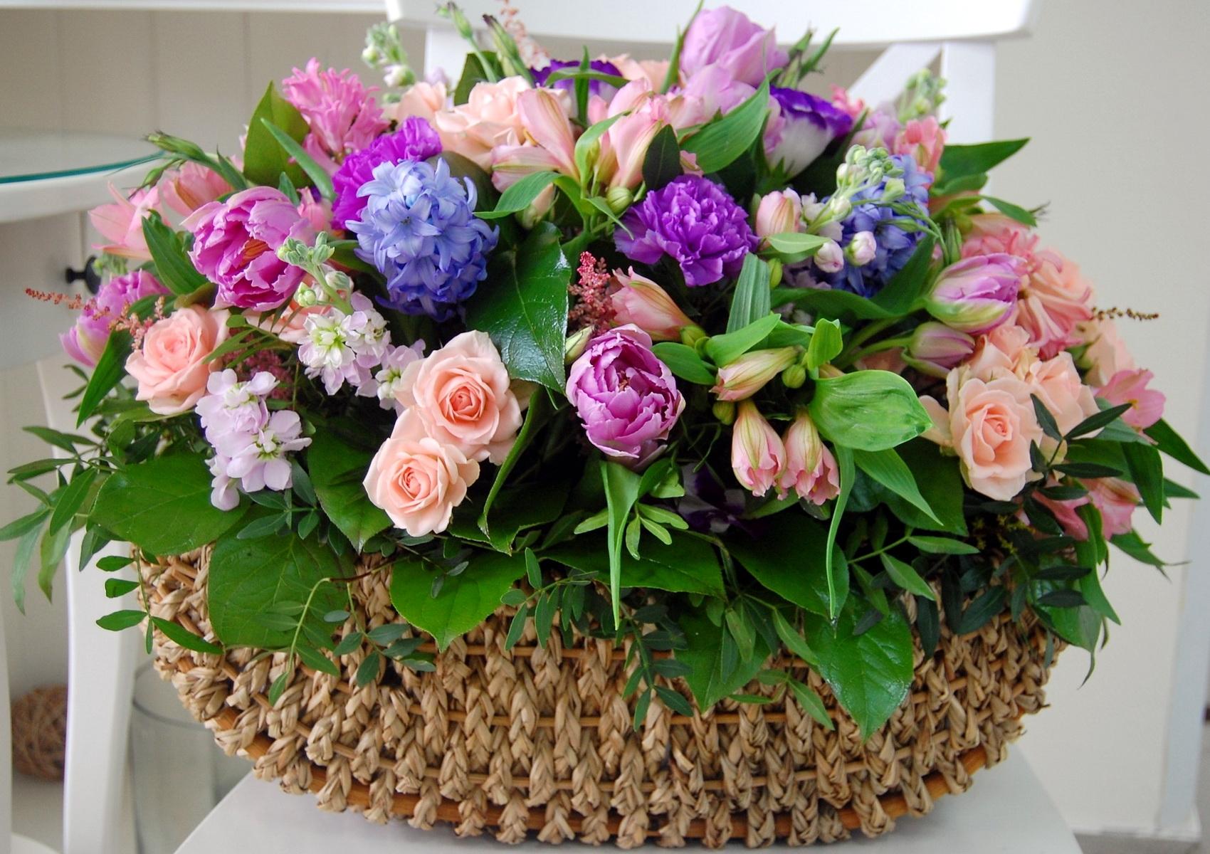 https://get.wallhere.com/photo/roses-hyacinths-flowers-song-beauty-decoration-1091329.jpg
