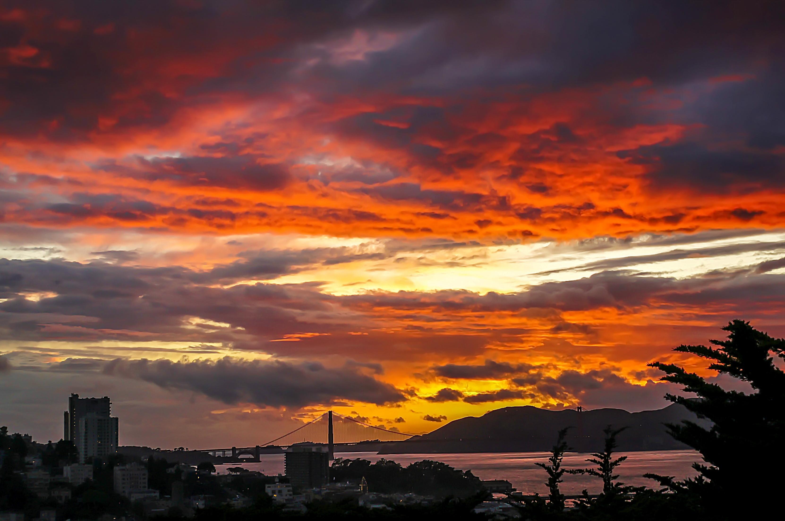 красивая картинка заката в городе завёрнутое